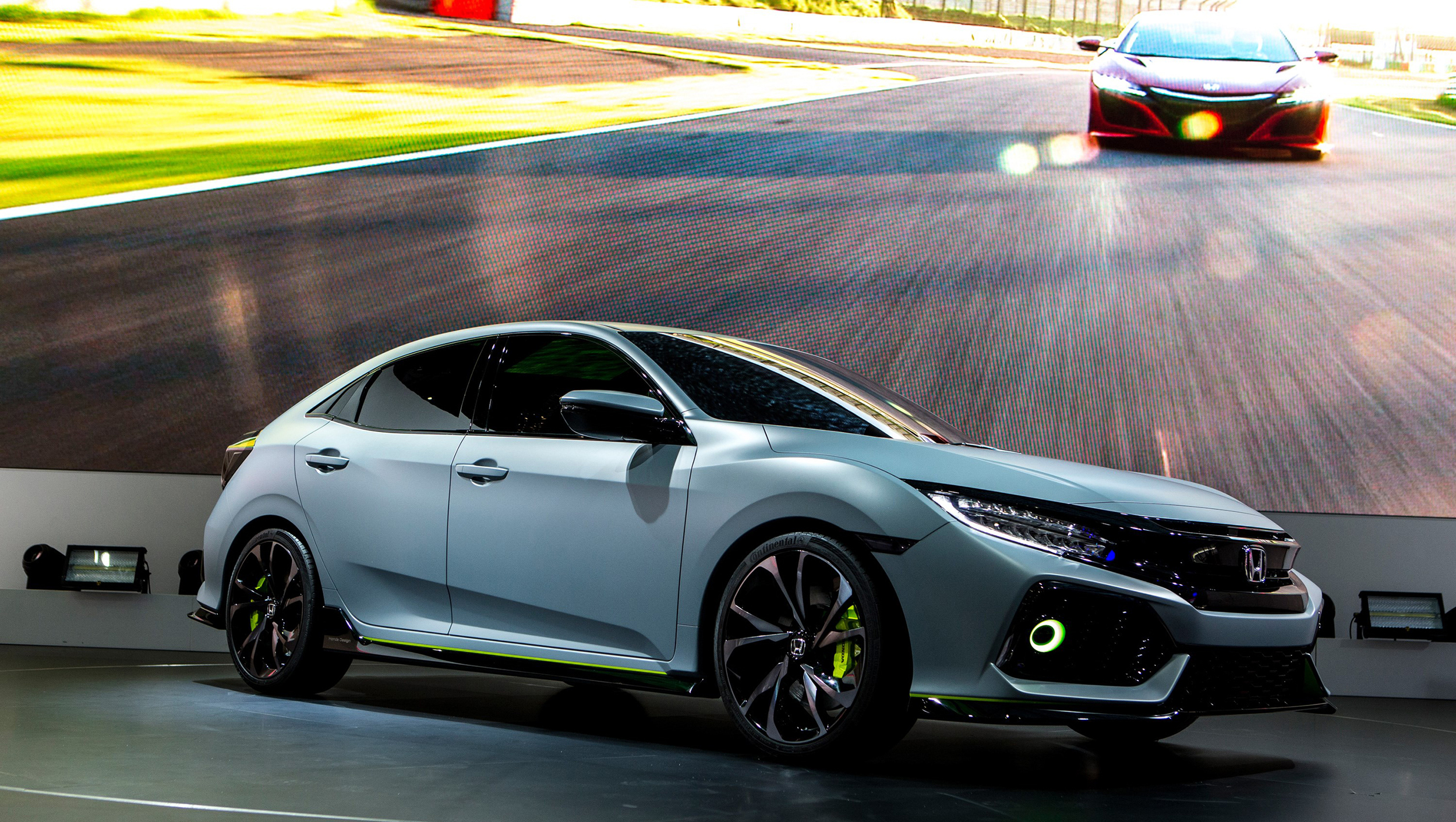 71933_Civic_Hatchback_Prototype_at_Geneva_Motor_Show_2016.jpg