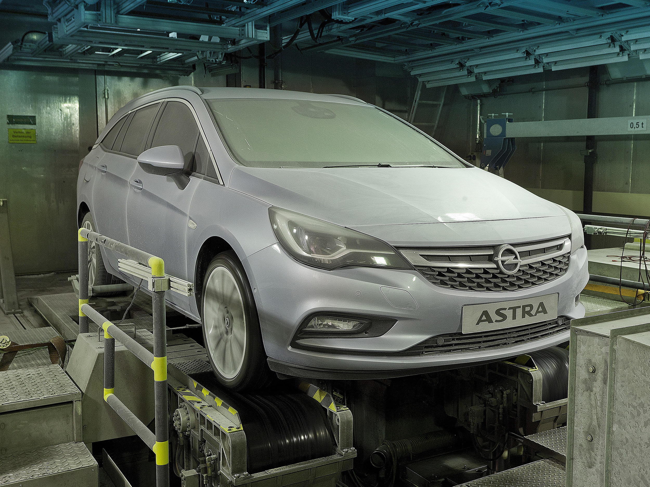 Opel-Astra-Sports-Tourer-Climatic-Test-Chamber-299046.jpg