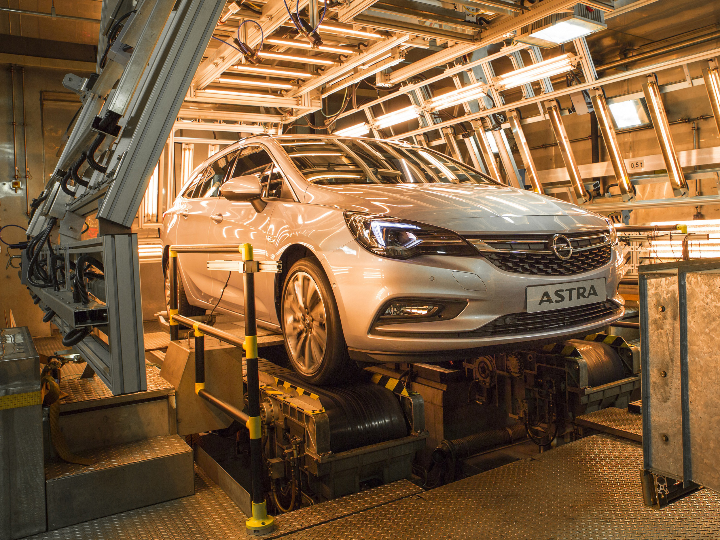 Opel-Astra-Sports-Tourer-Climatic-Test-Chamber-299047.jpg