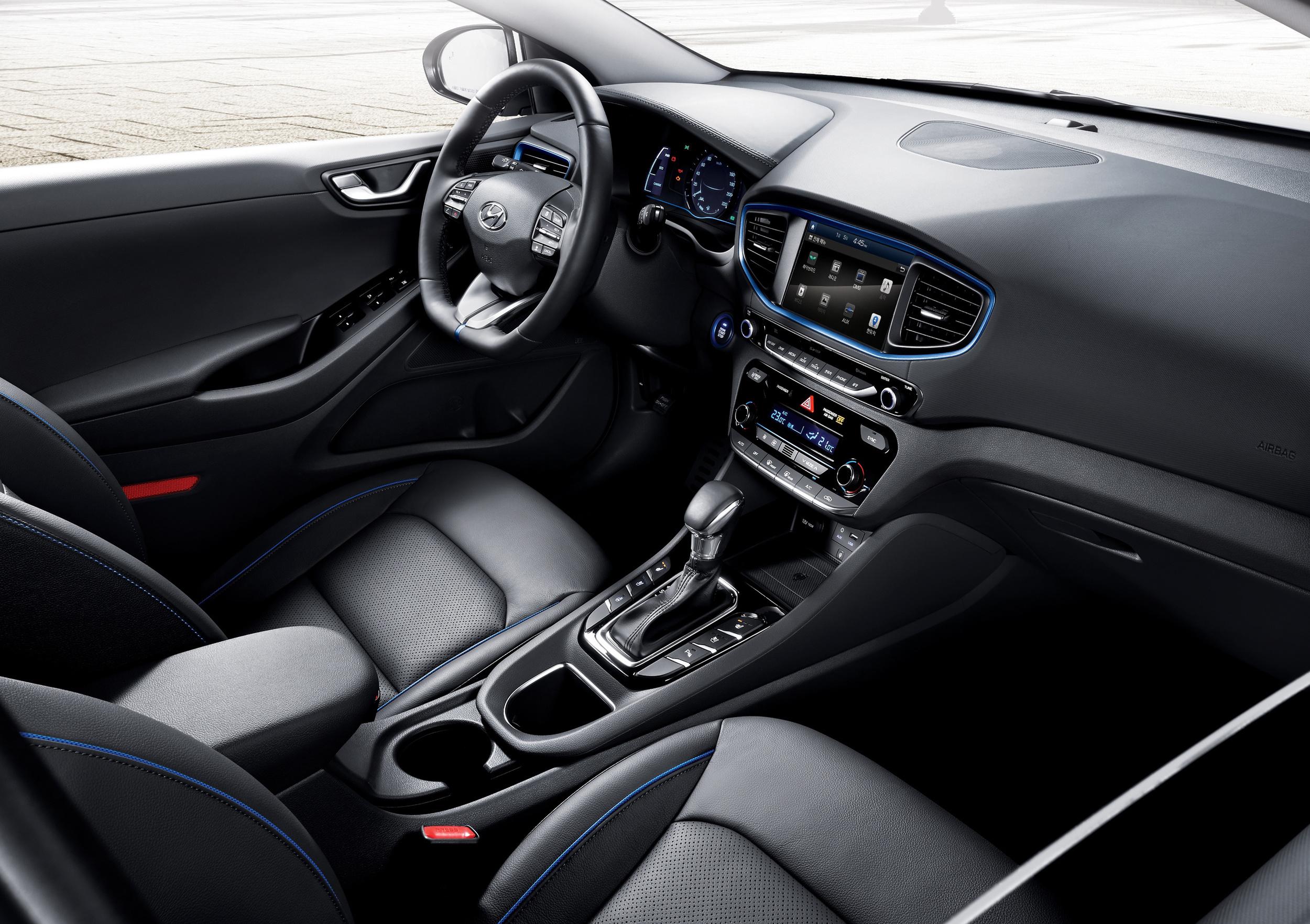 IONIQ-A-Leap-Forward-for-Hybrid-Vehicles_interior.jpg