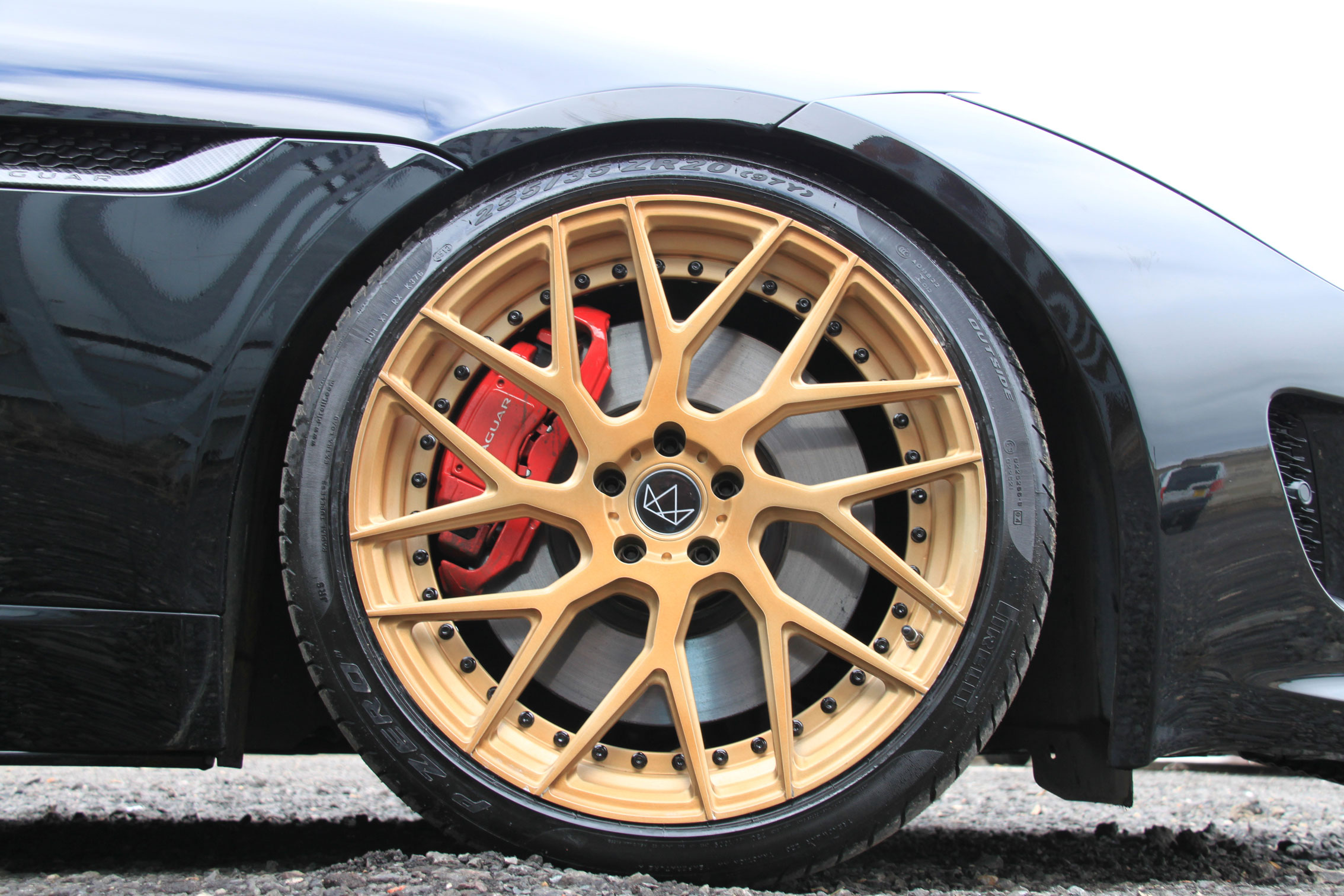jaguar-F-type-wheel-gold.jpg