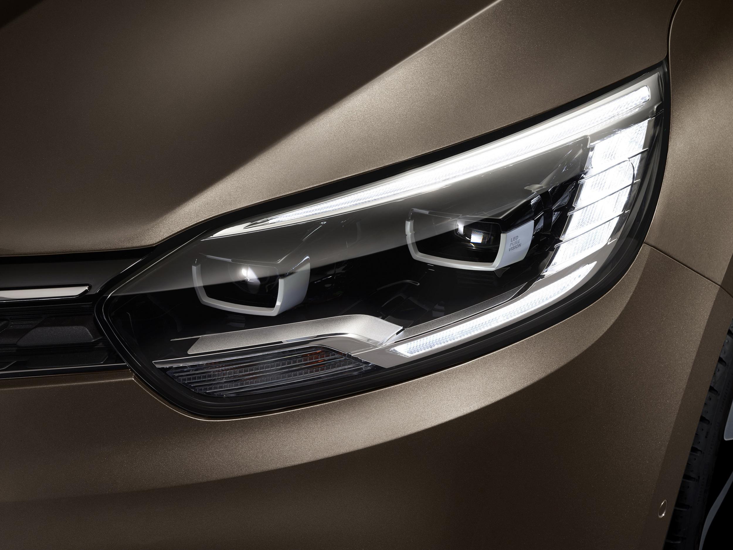 Renault-Grand-Scenic-(5).jpg