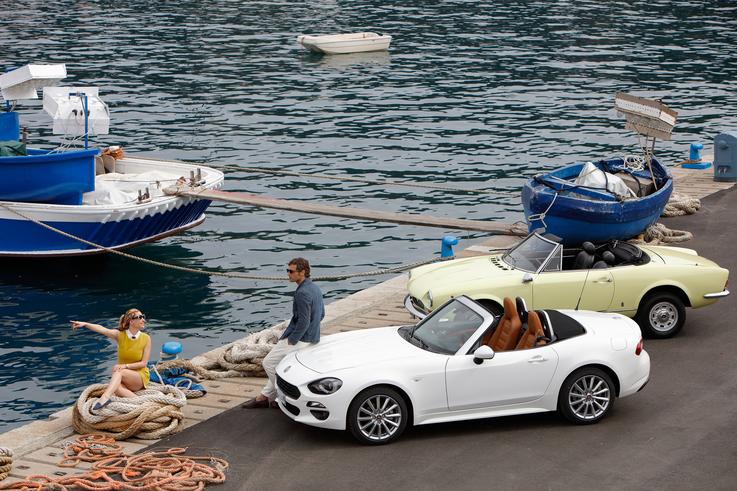 Classic Fiat 124 Spider and New Fiat 124 Spider_11.jpg