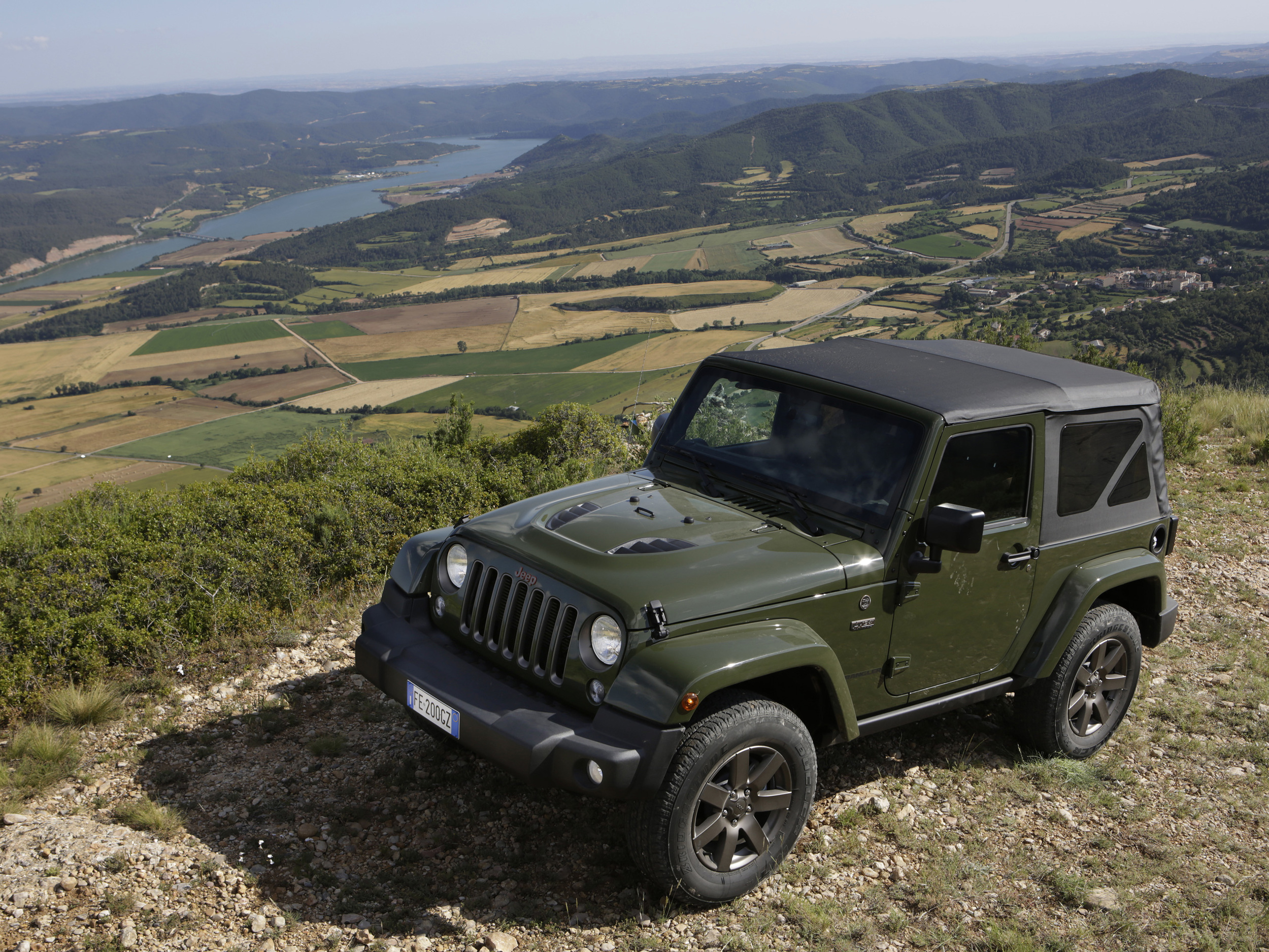 1605613_Jeep_Wrangler_iconic_hero_02.jpg