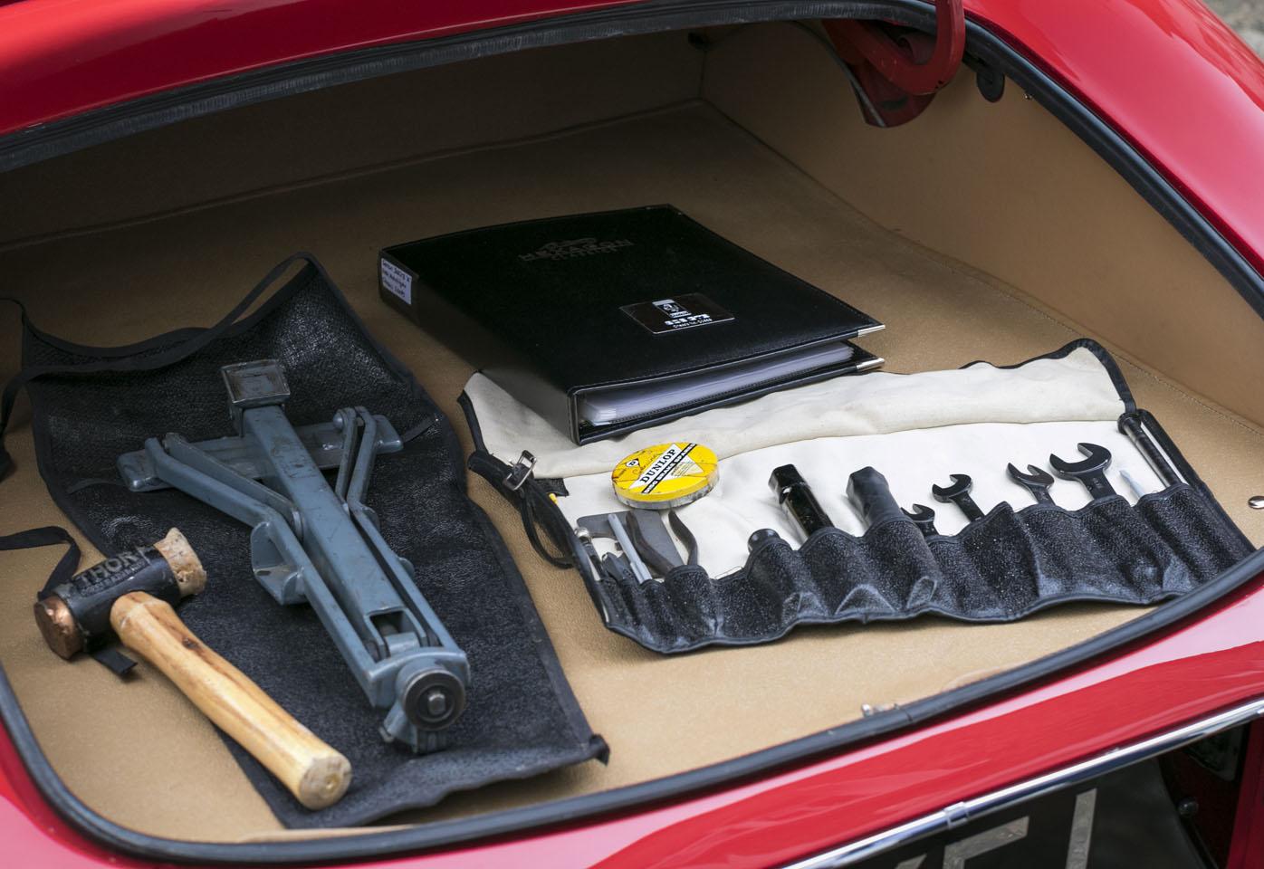 8. Jaguar E-type Roadster boot.jpg