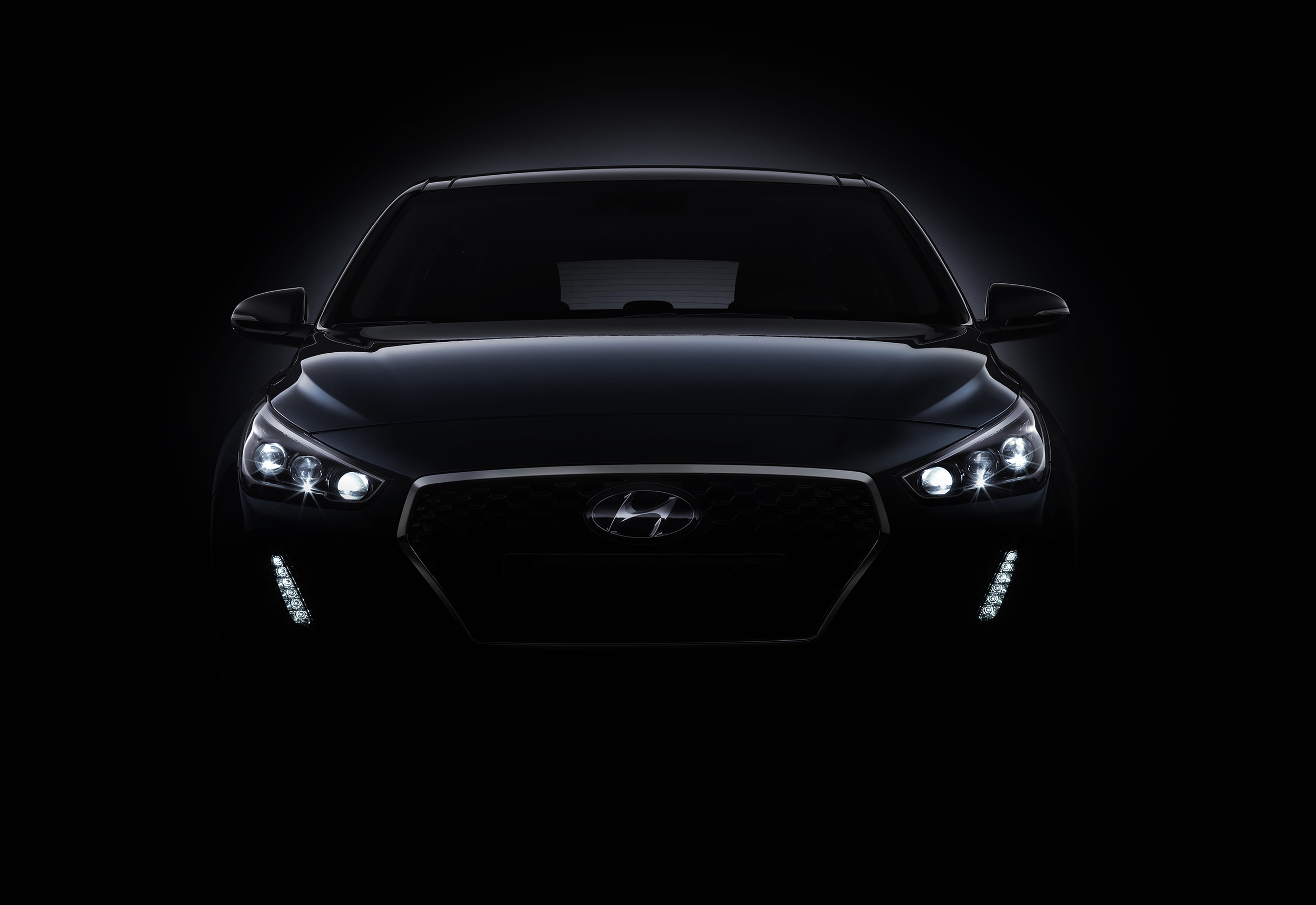 new_generation_hyundai_i30_teaser_front.jpg