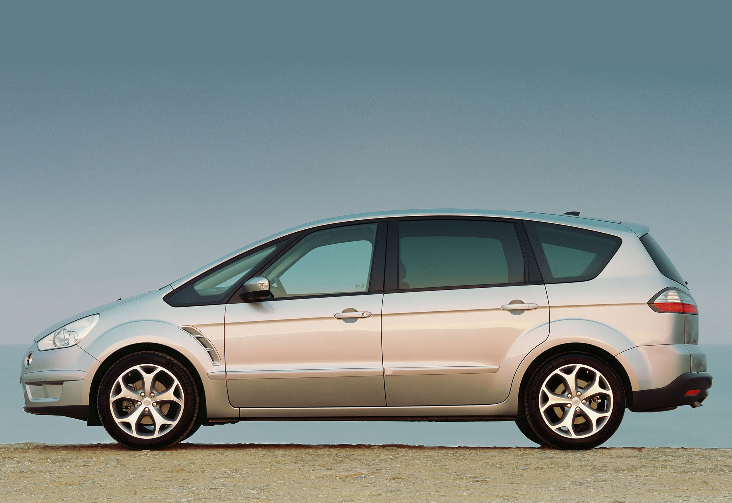 Ford S-Max -10.jpg