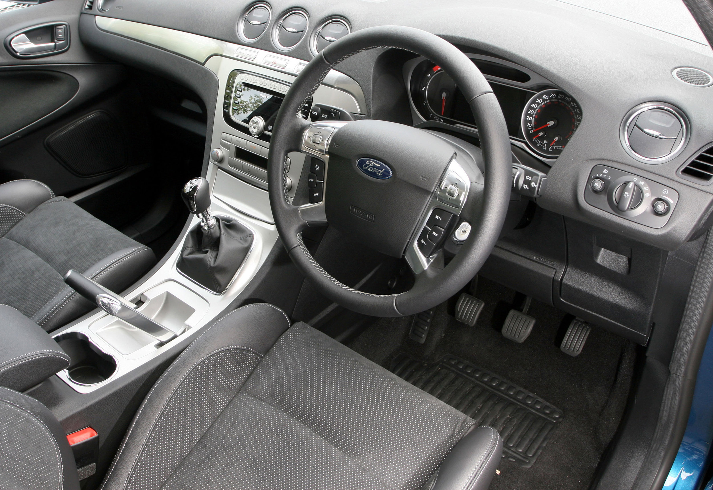 Ford S-Max -07.jpg