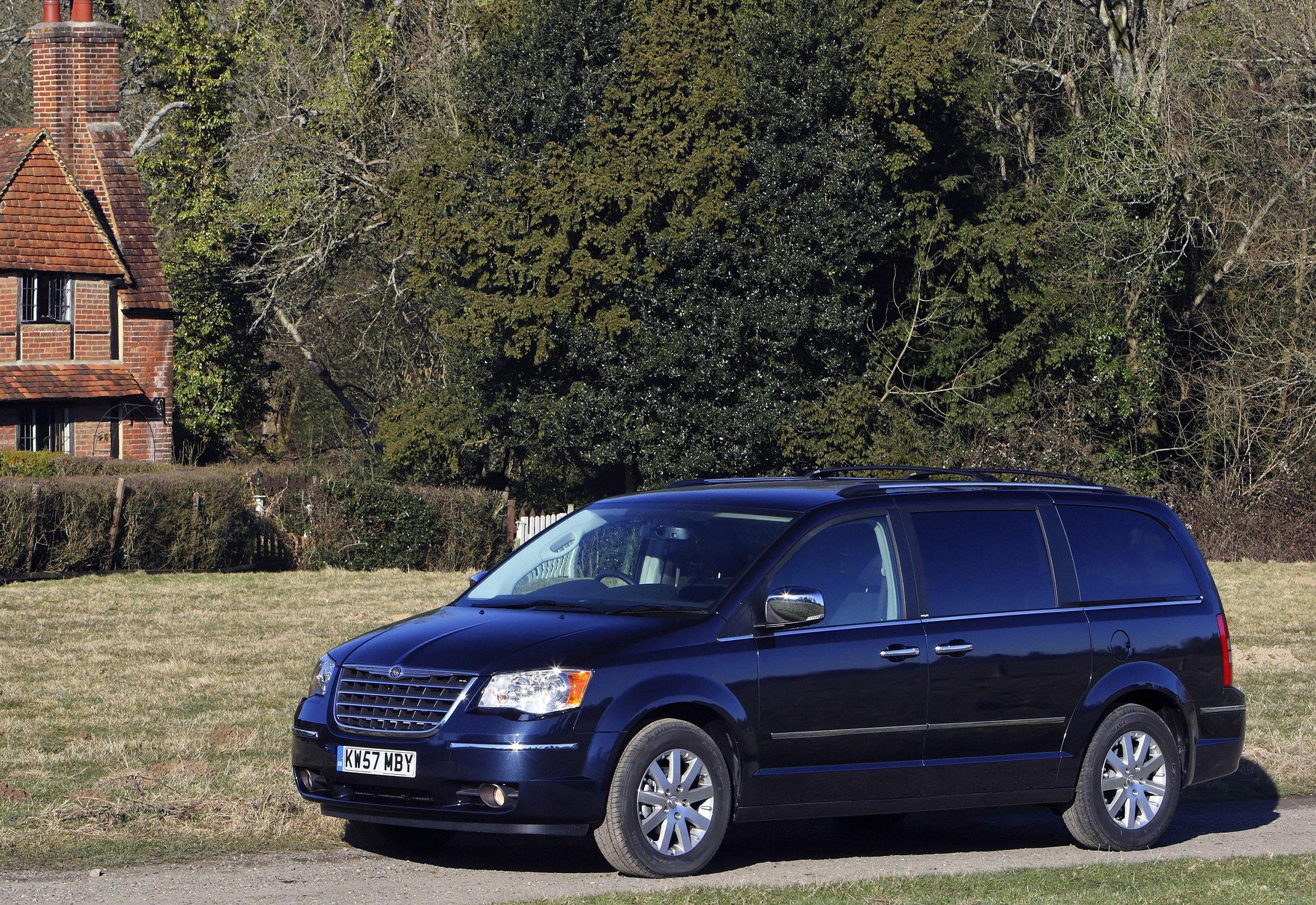 Chrysler Grand Voyager 07.jpg