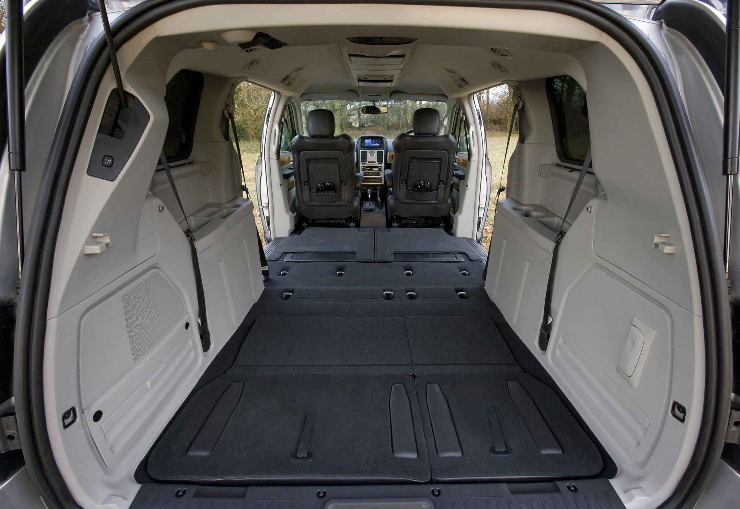 Chrysler Grand Voyager 06.jpg