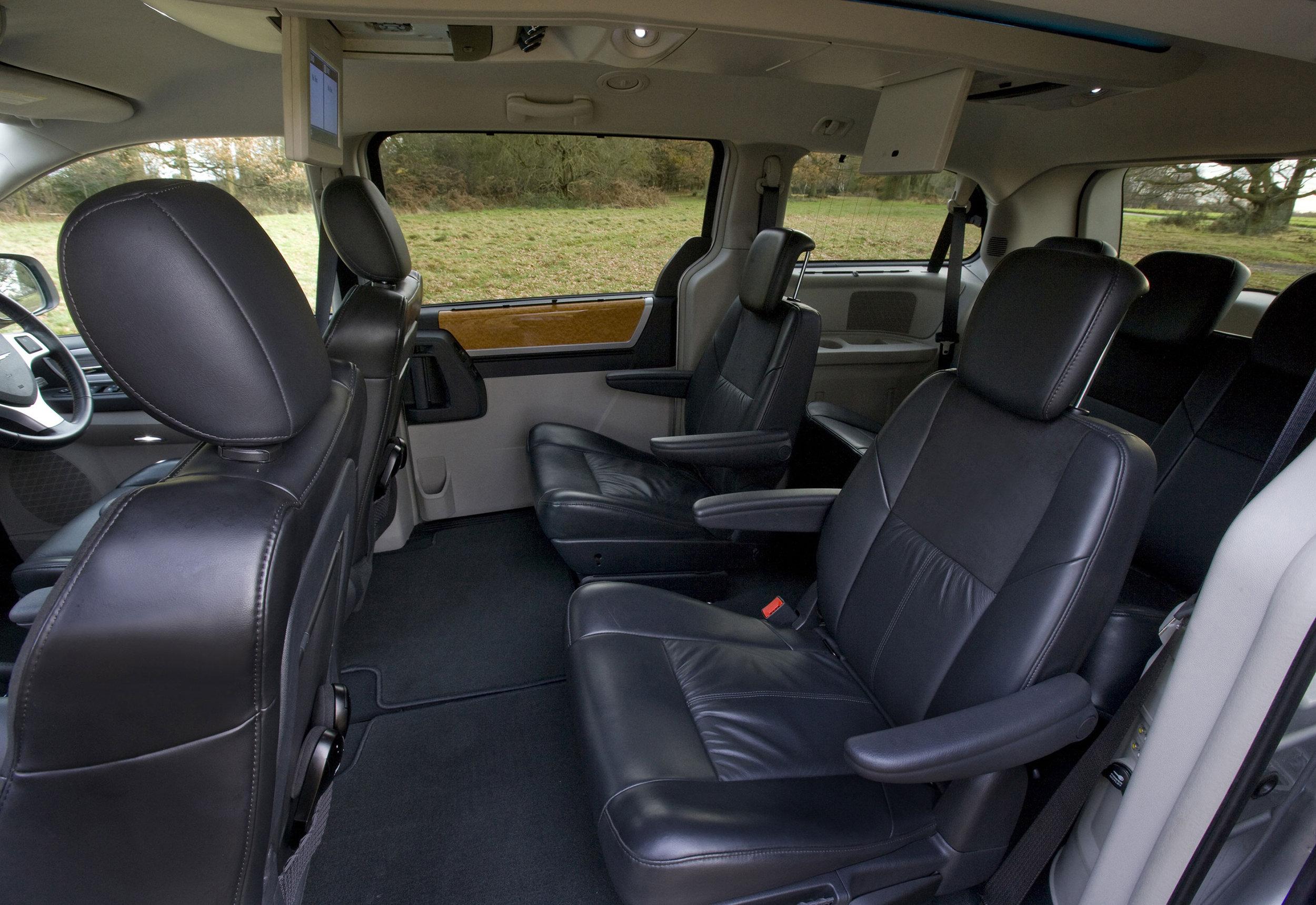 Chrysler Grand Voyager 04.jpg