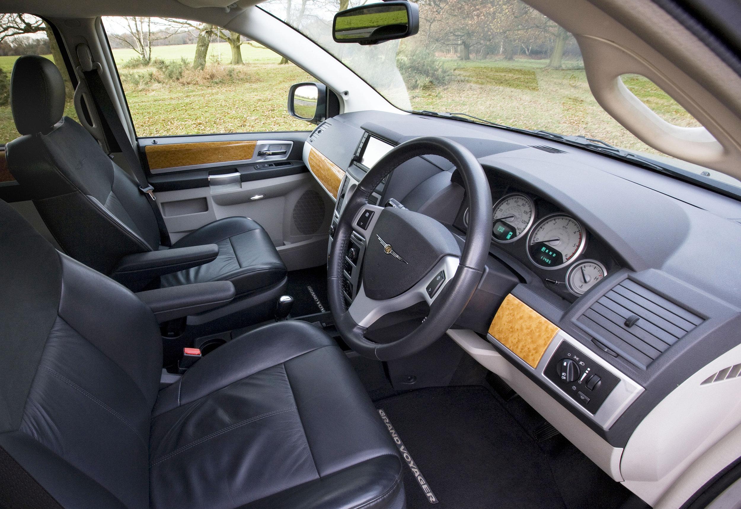 Chrysler Grand Voyager 03.jpg