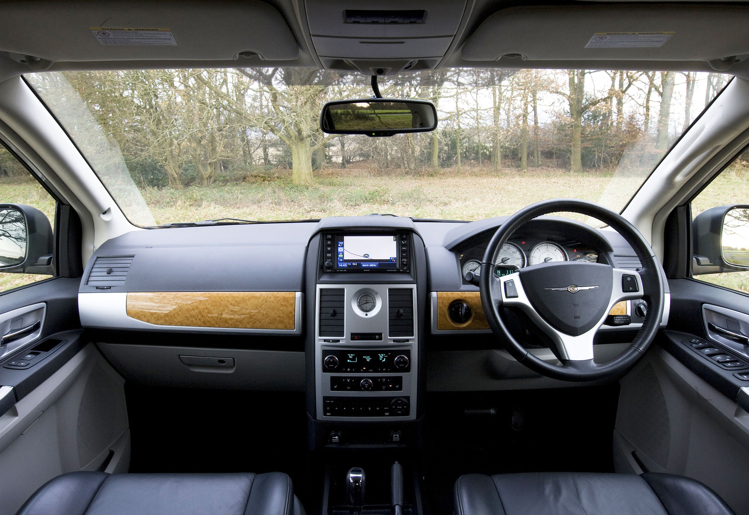 Chrysler Grand Voyager 02.jpg