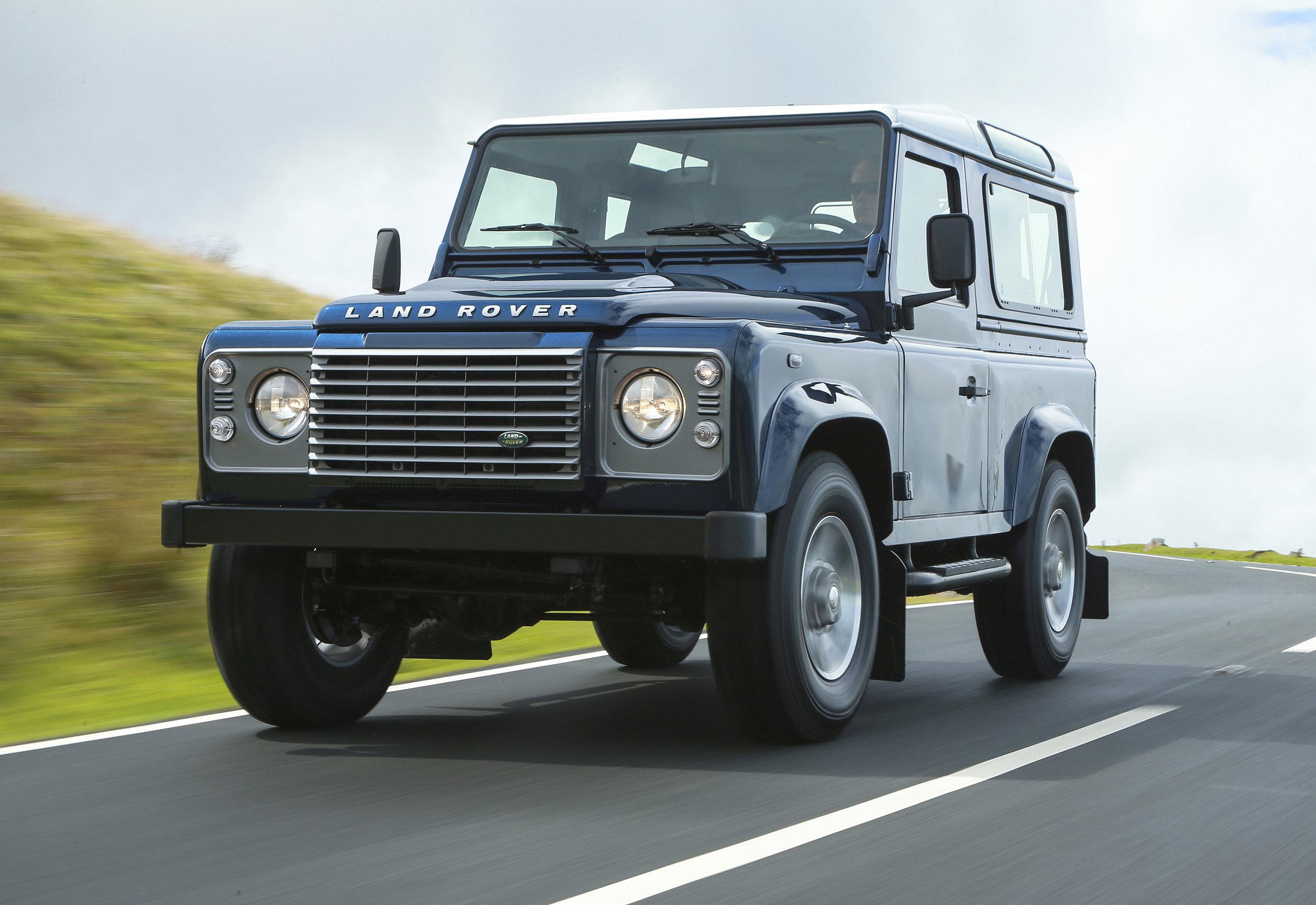 Land Rover Defender 16.jpg