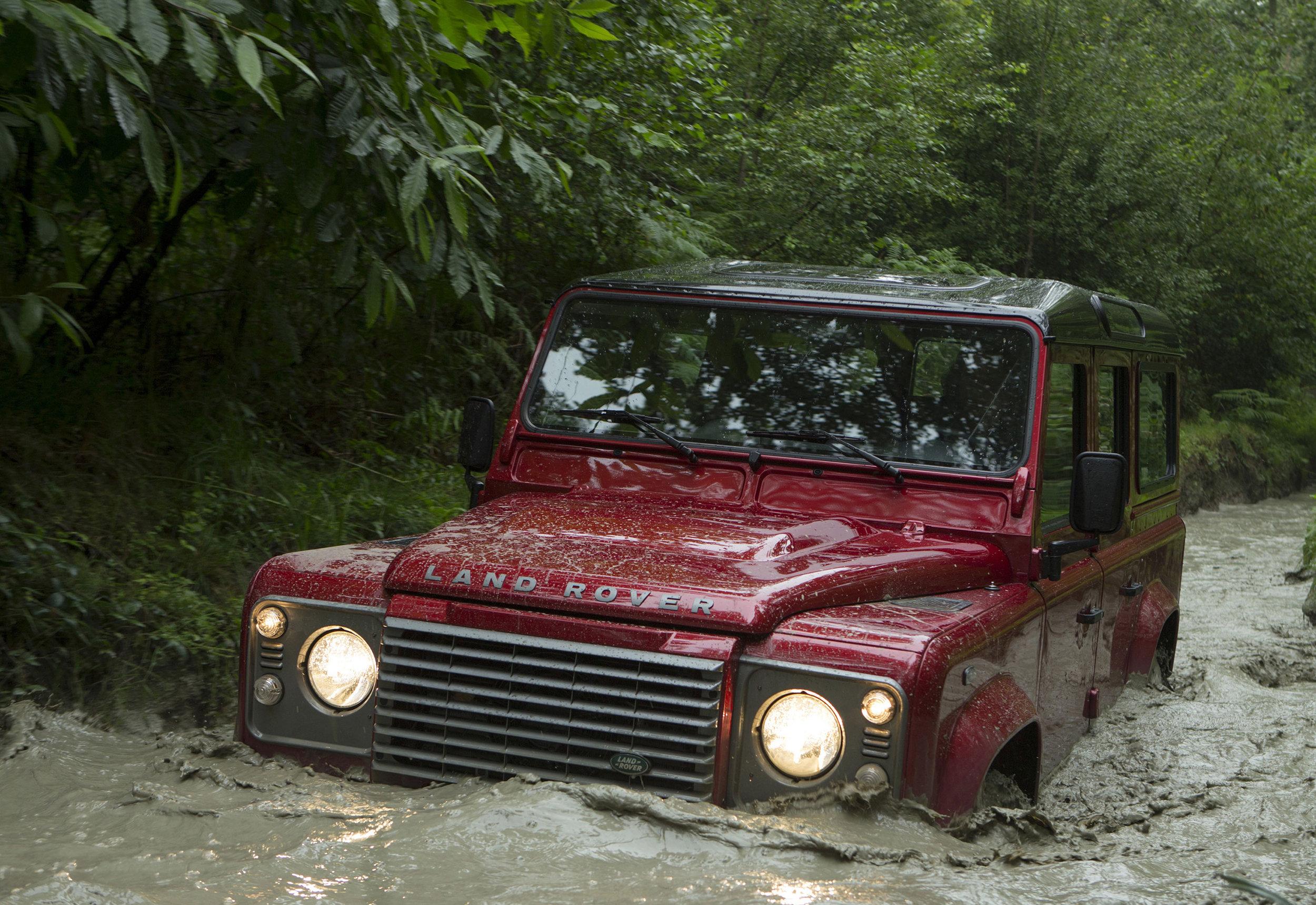 Land Rover Defender 15.jpg