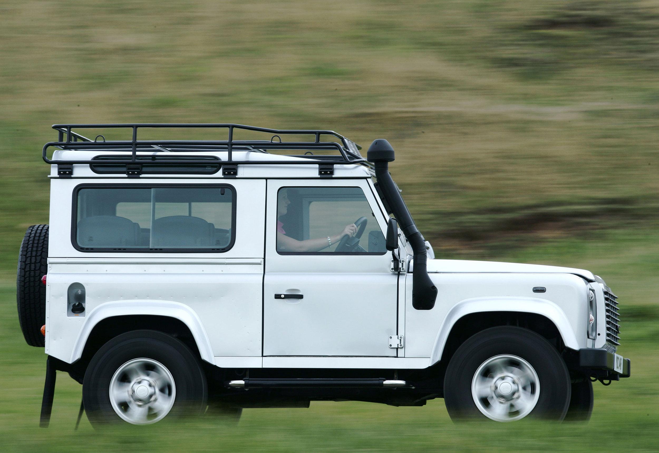 Land Rover Defender 19.jpg