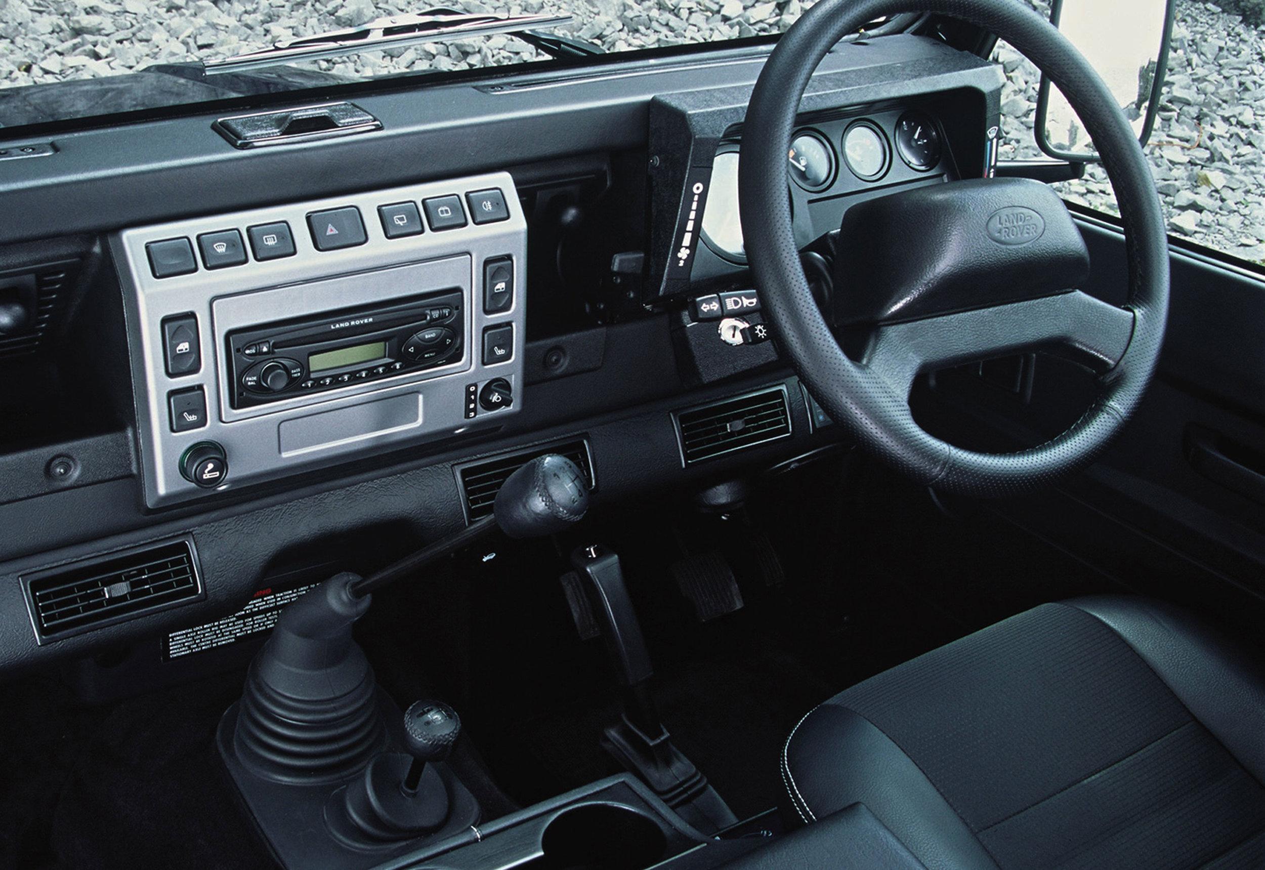 Land Rover Defender 06.jpg