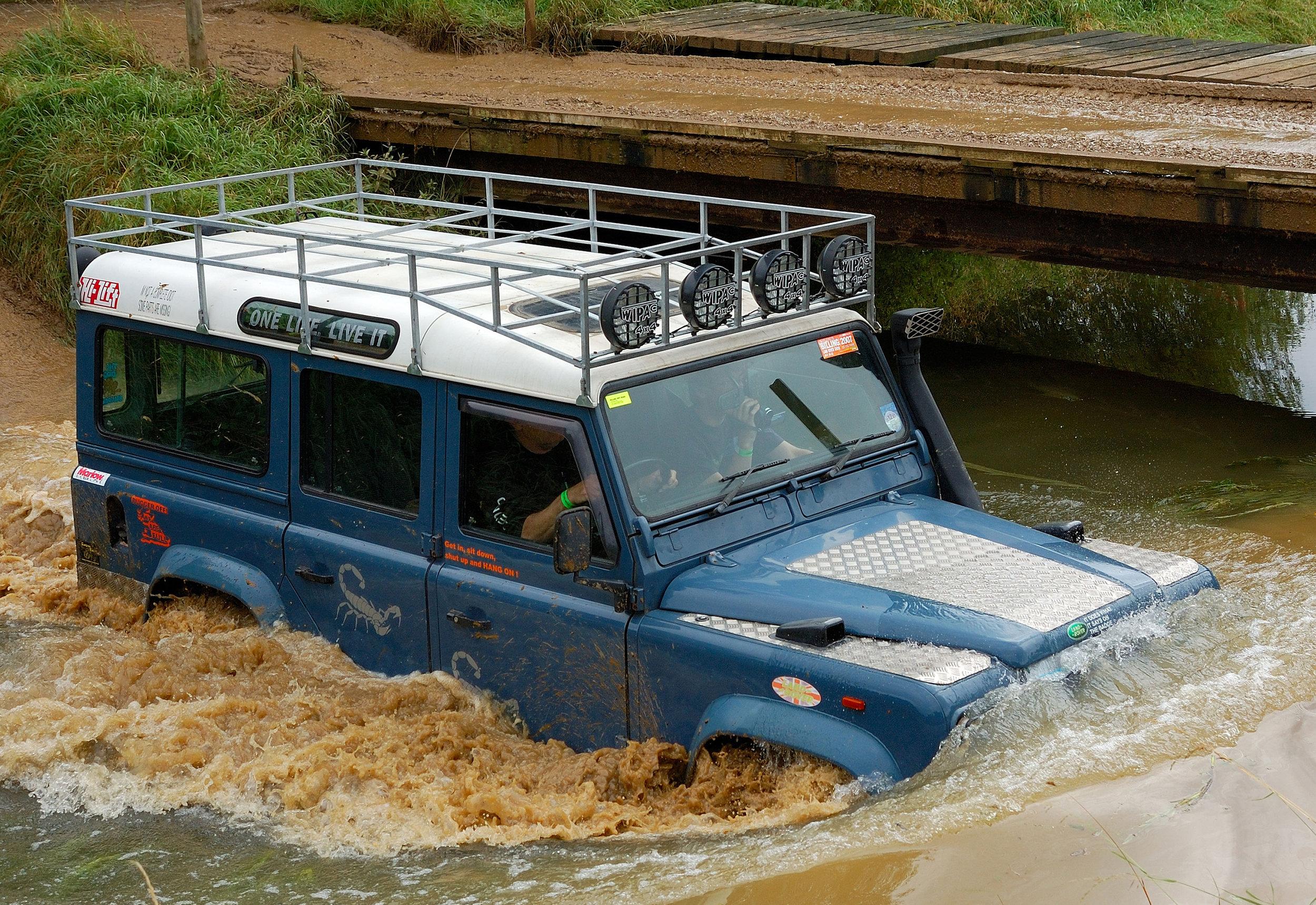Land Rover Defender 07.jpg