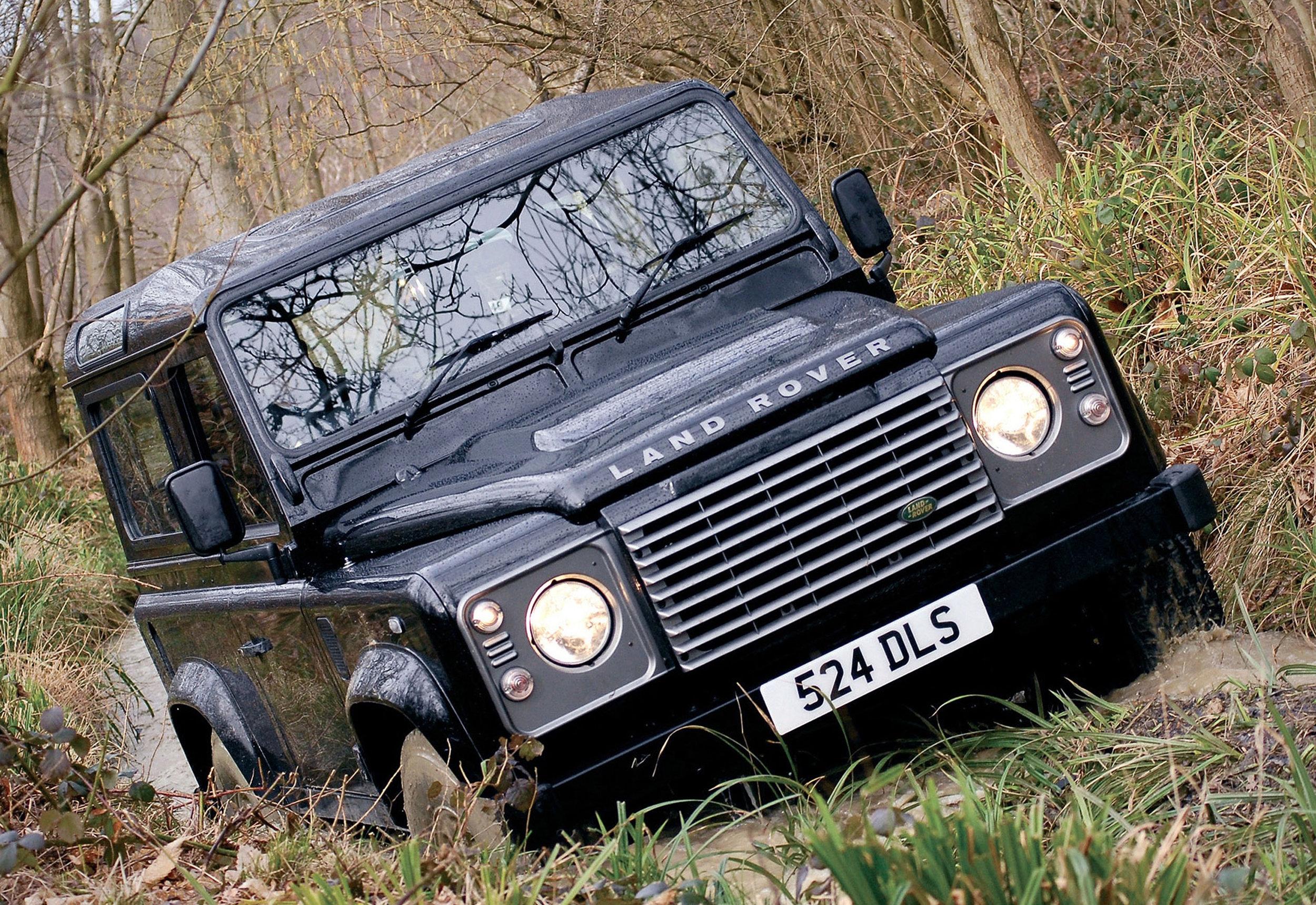Land Rover Defender 04.jpg