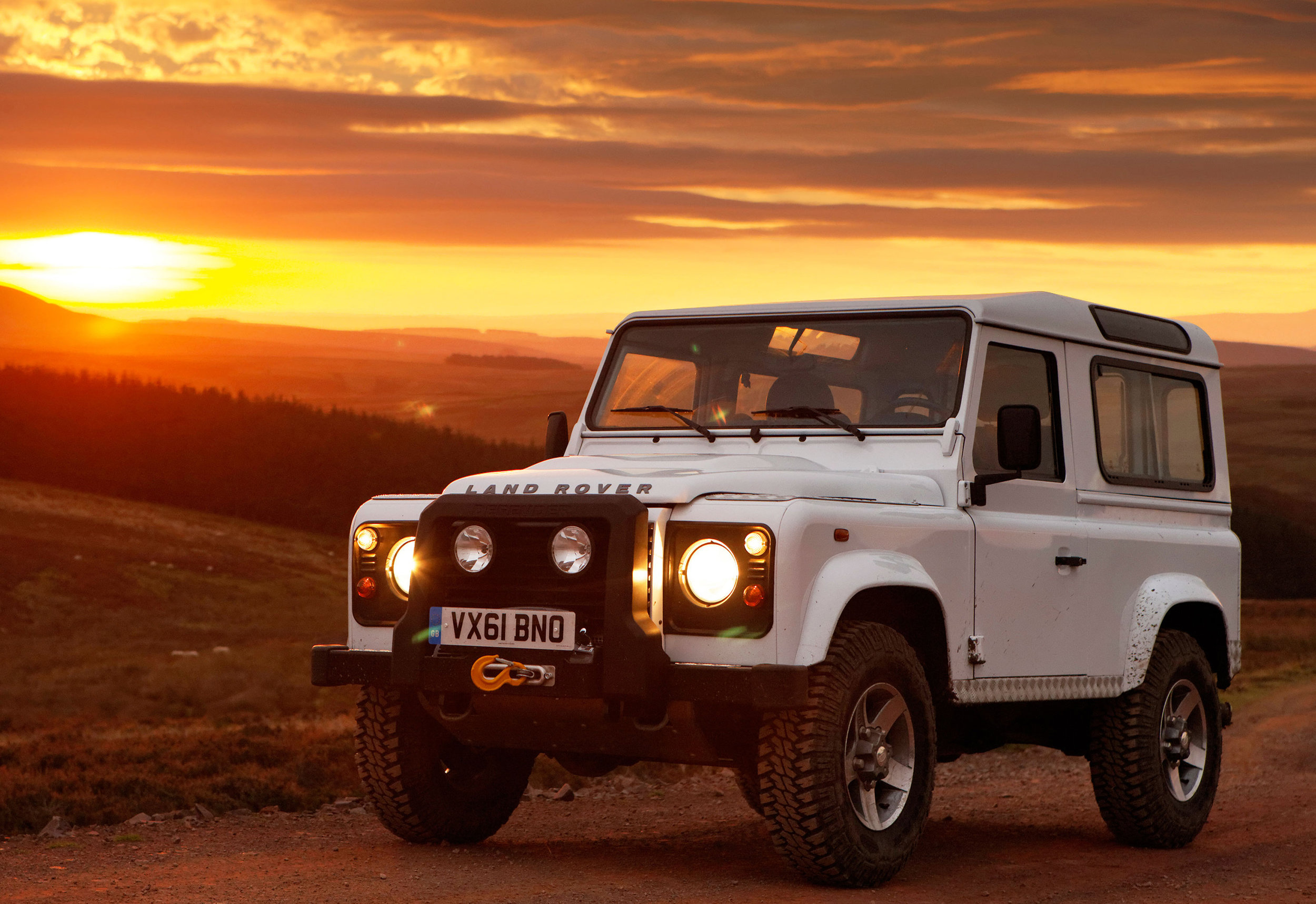Land Rover Defender 02.jpg