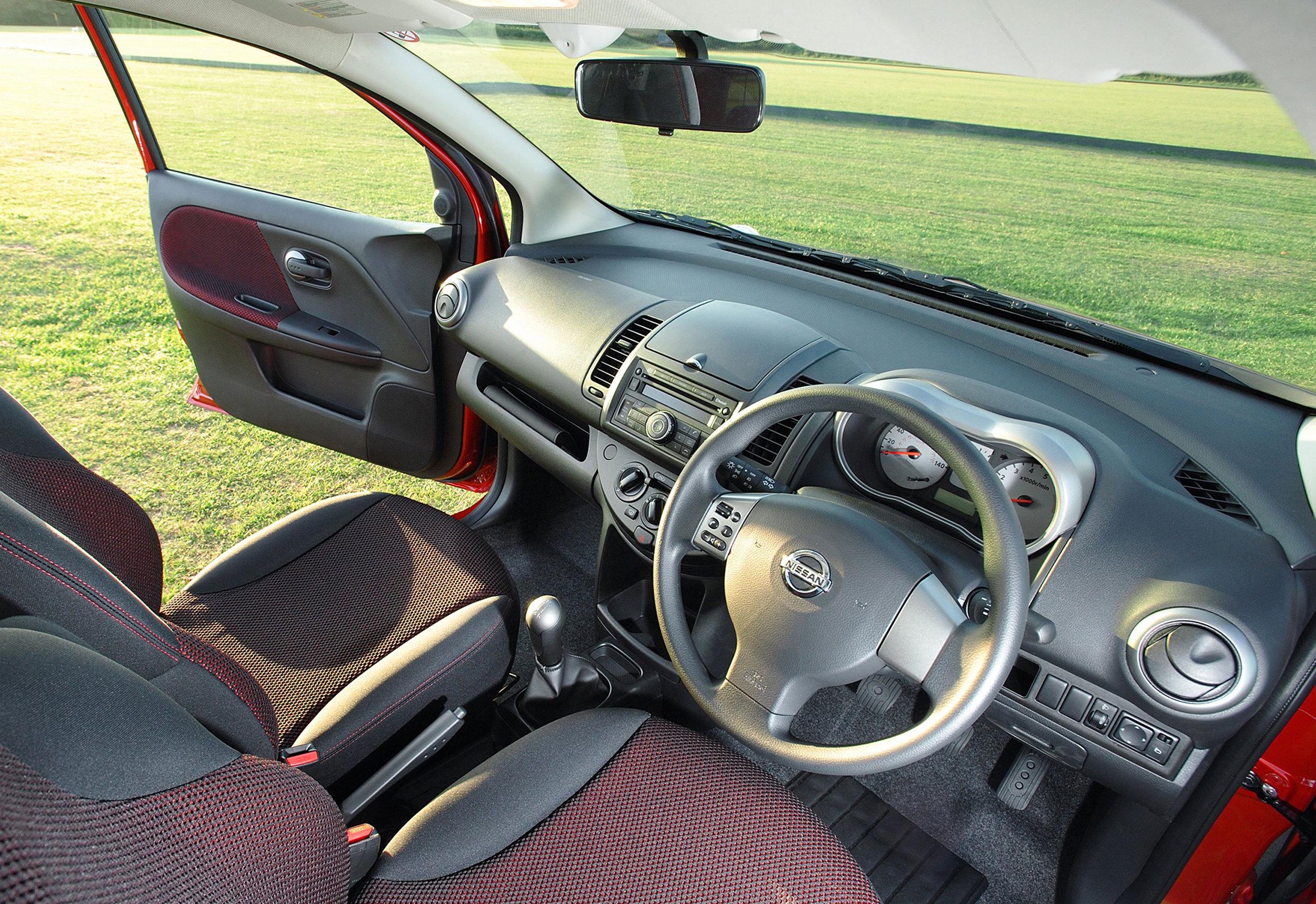Nissan Note MkI 20.jpg