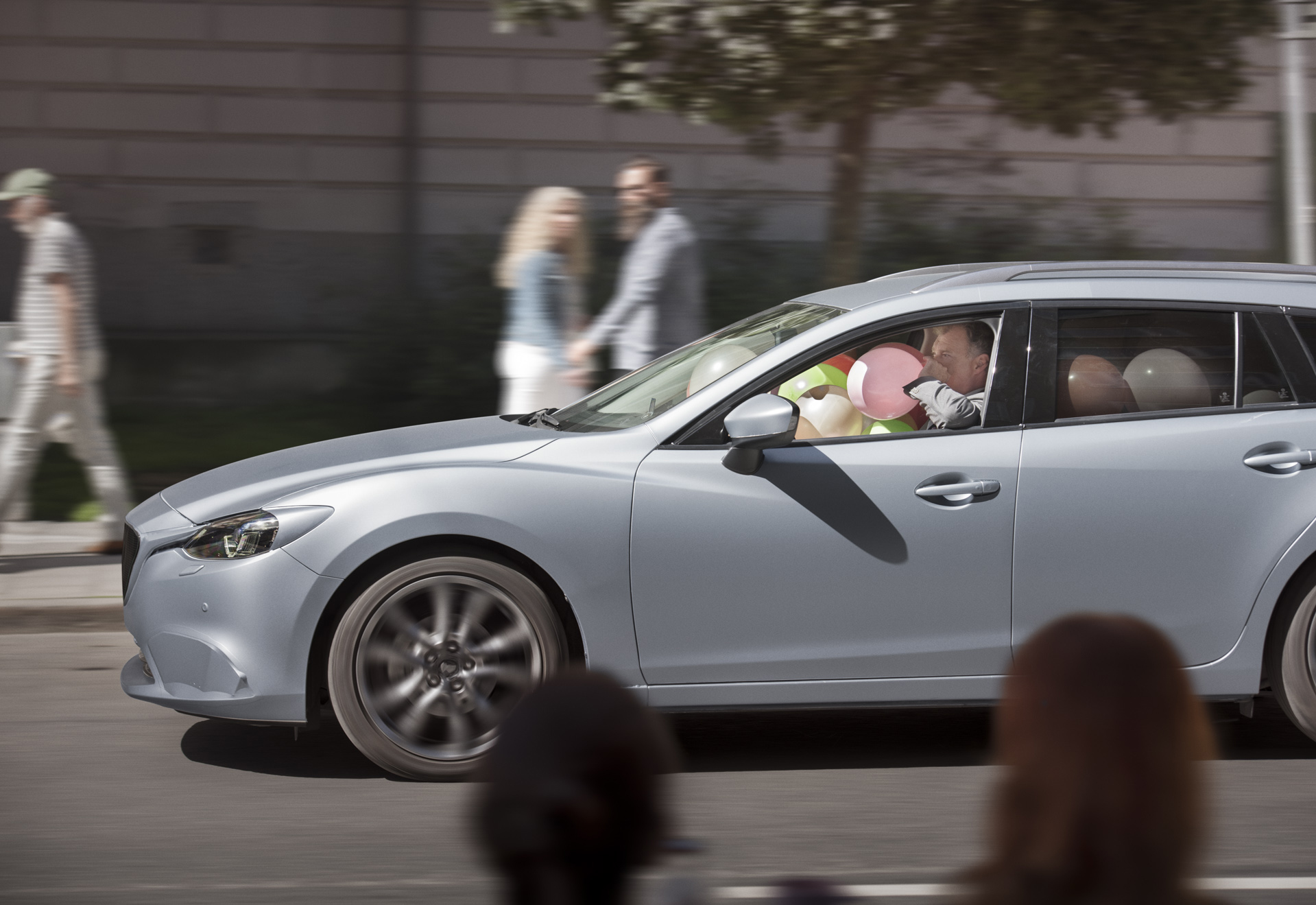 08 - When there is no person driving the car, how does it communicate with its surroundings_ The Smiling Car Semcon.jpg