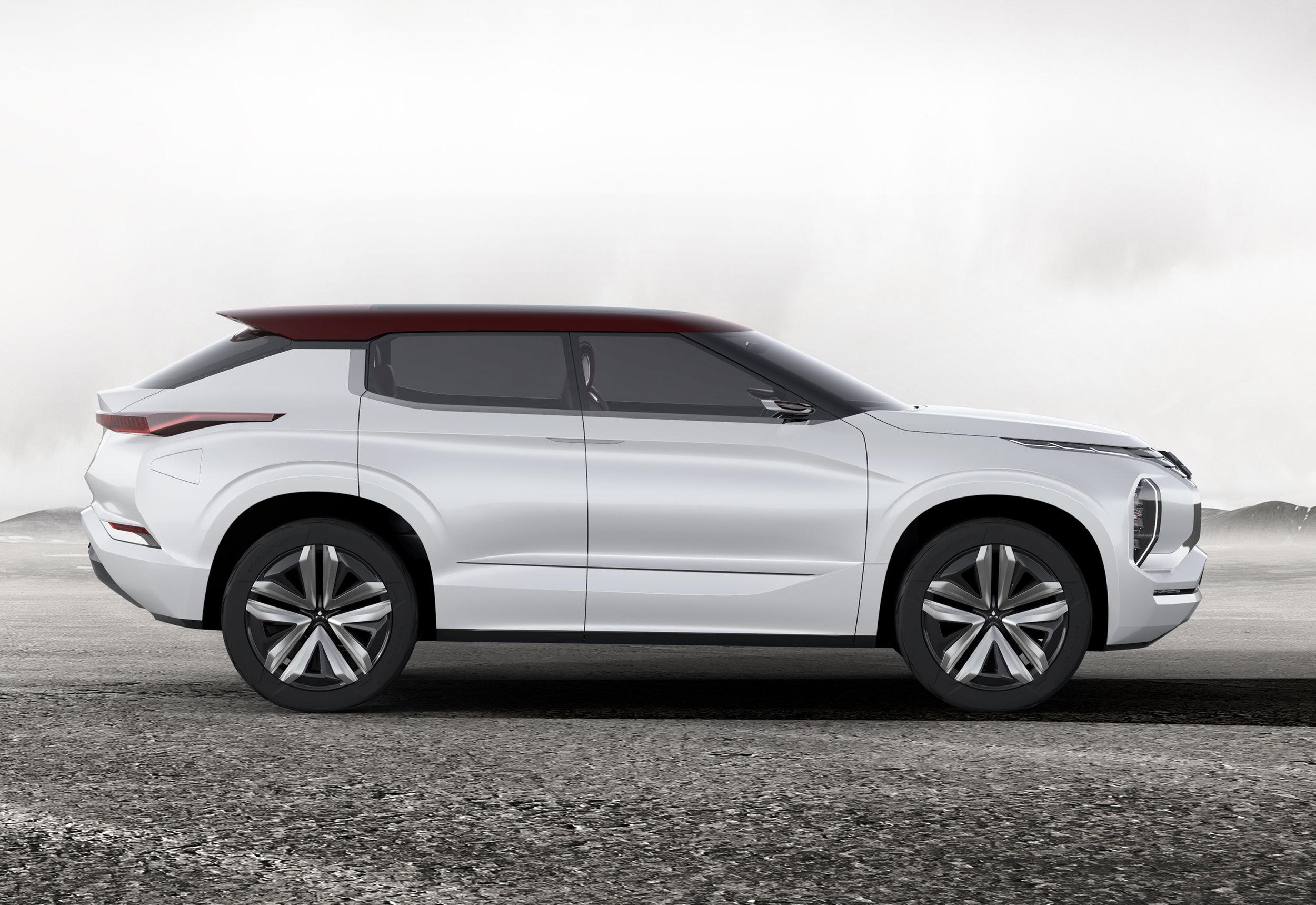 3World-Premiere-of-Ground-Tourer-SUV-Mitsubishi-GT-PHEV-Concept.jpg