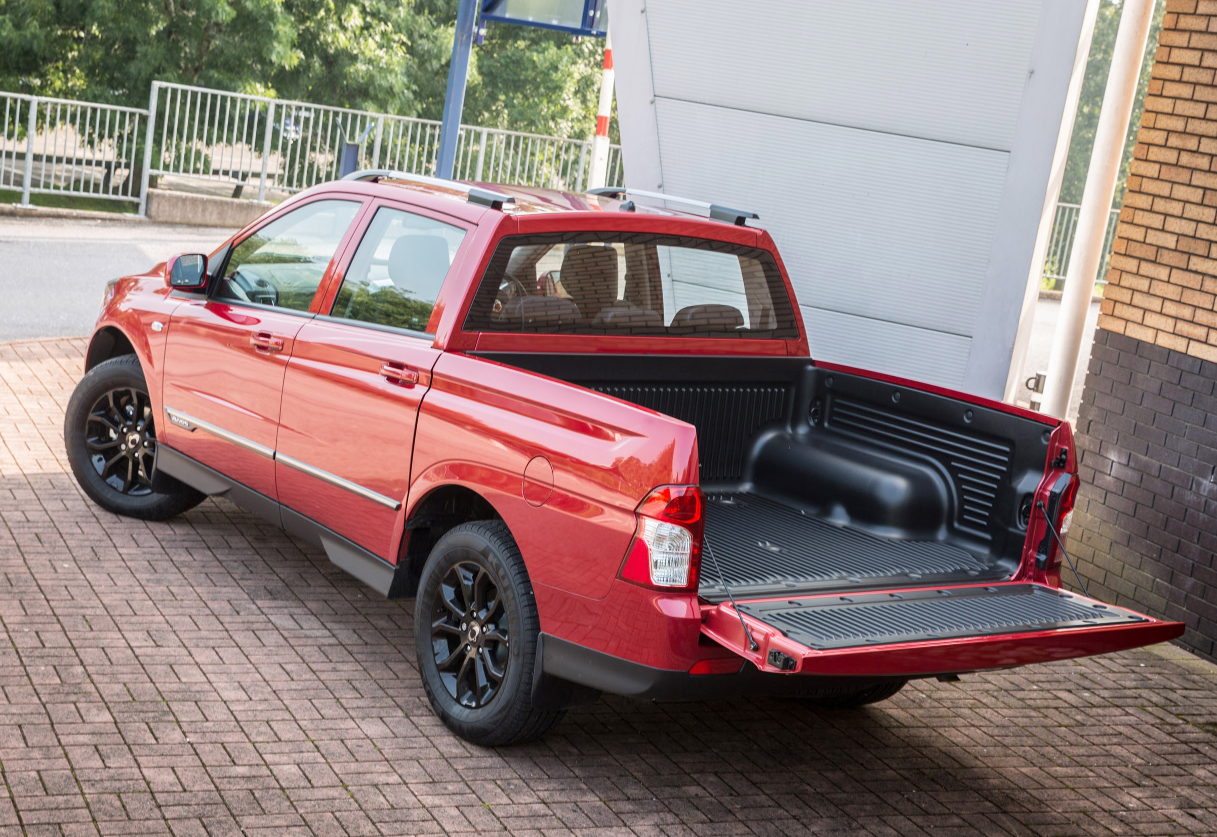 SsangYong_Musso_pick-up-1.jpg