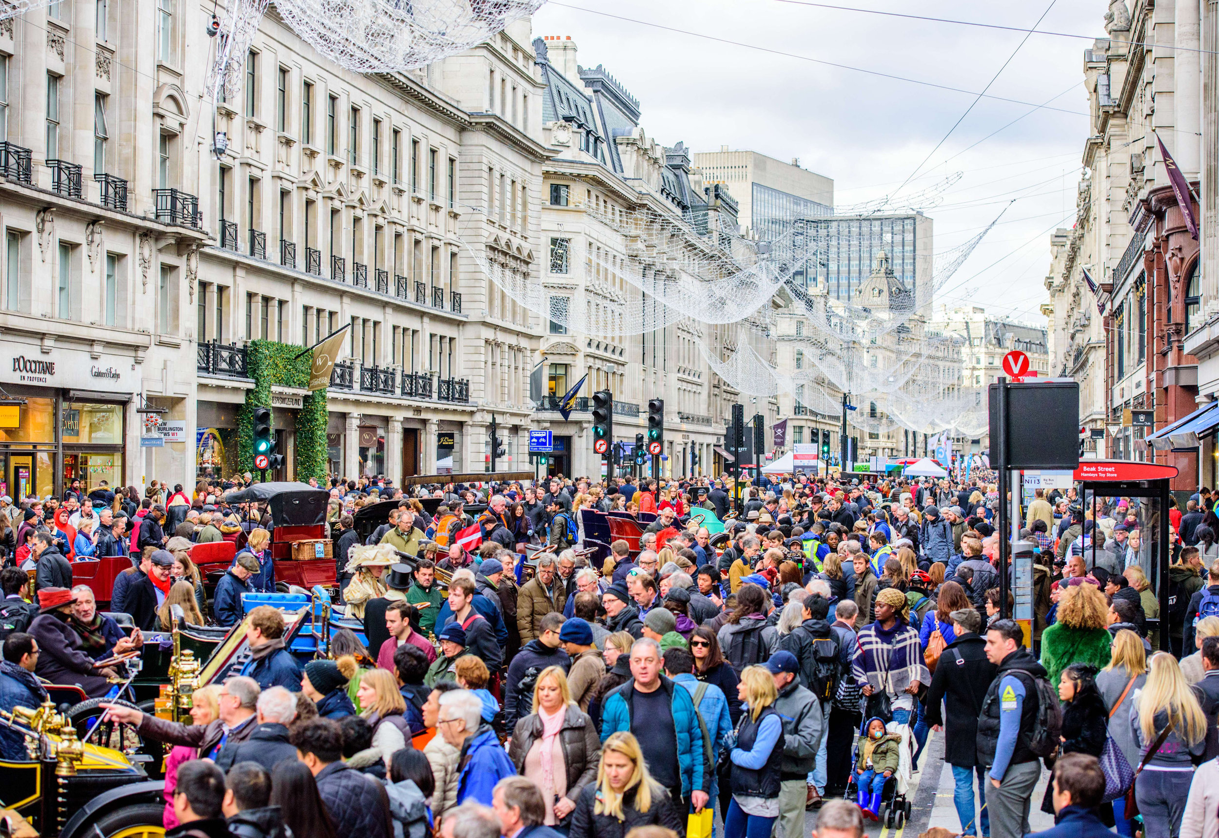 Huge-crowds-turn-out-for-Regent-Street-Motor-Show.jpg