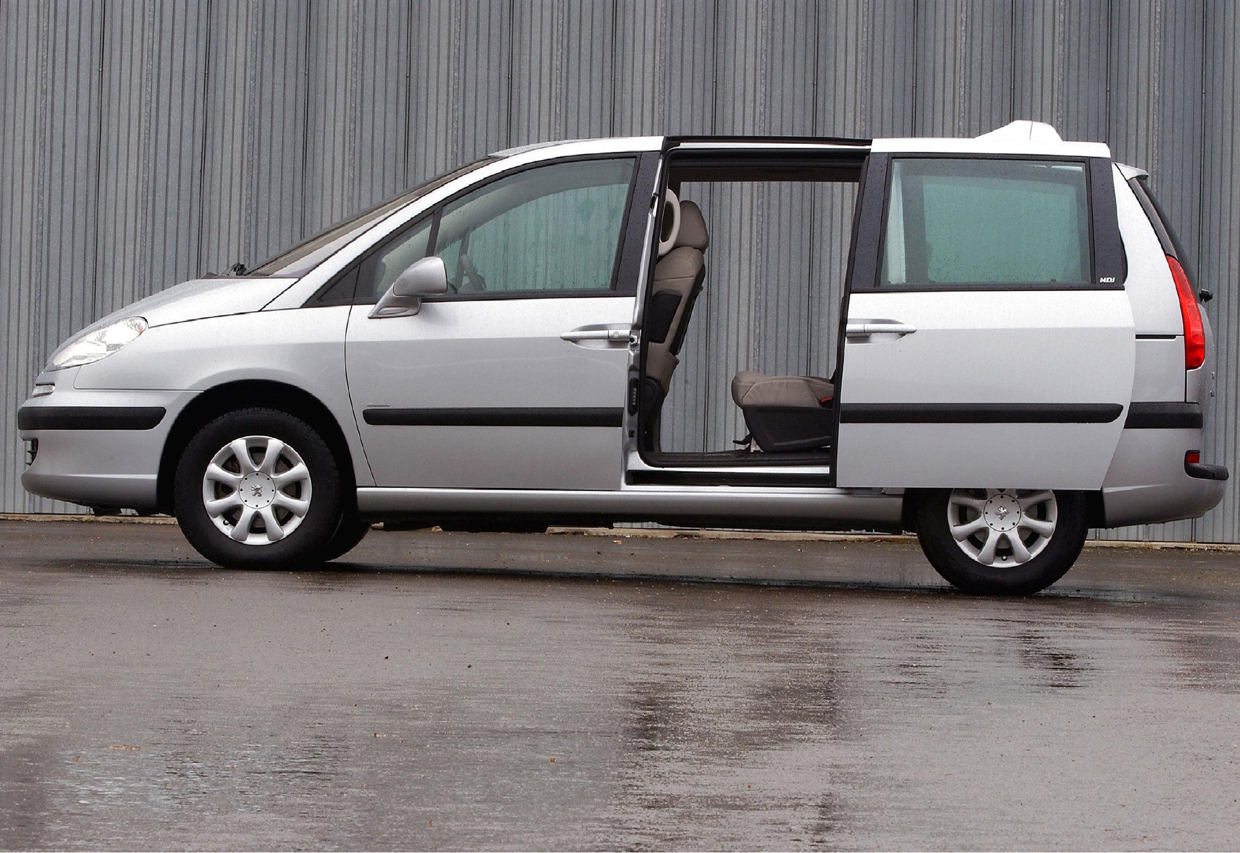 Peugeot 807 01.jpg