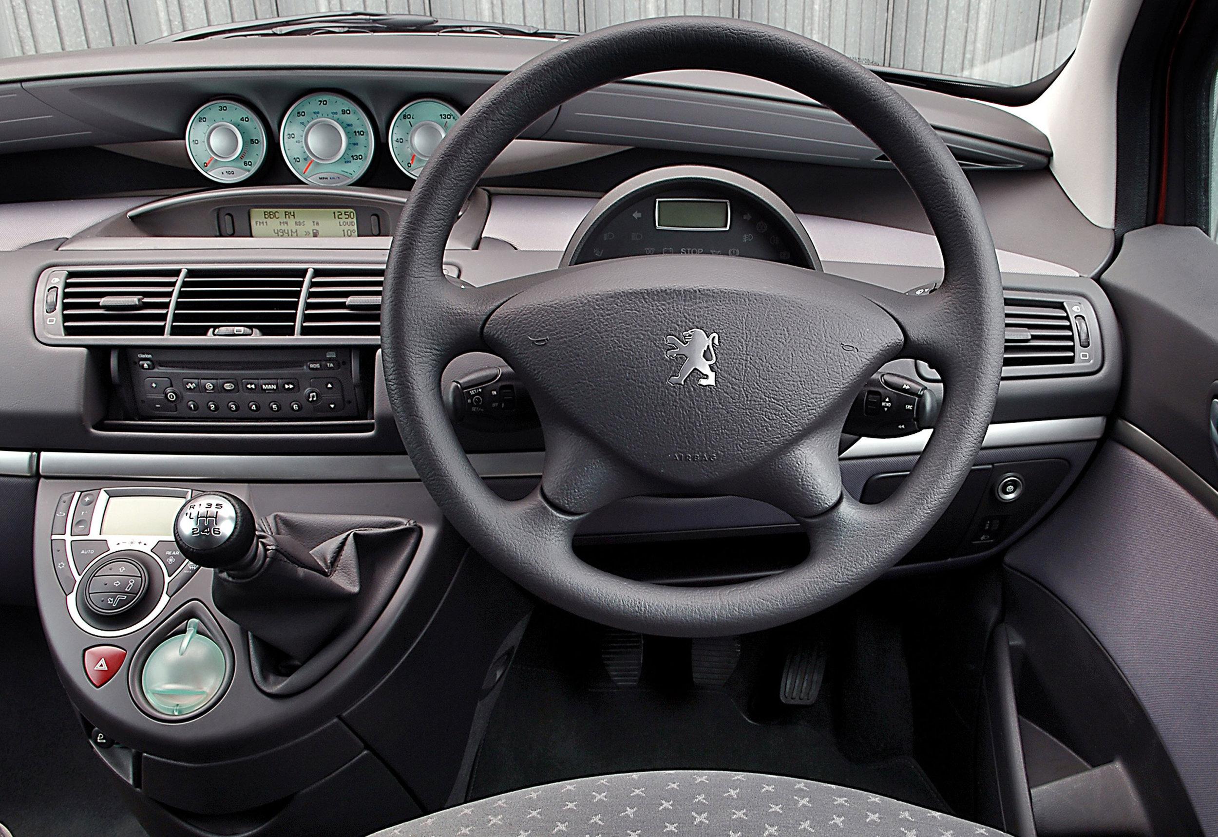 Peugeot 807 16.jpg