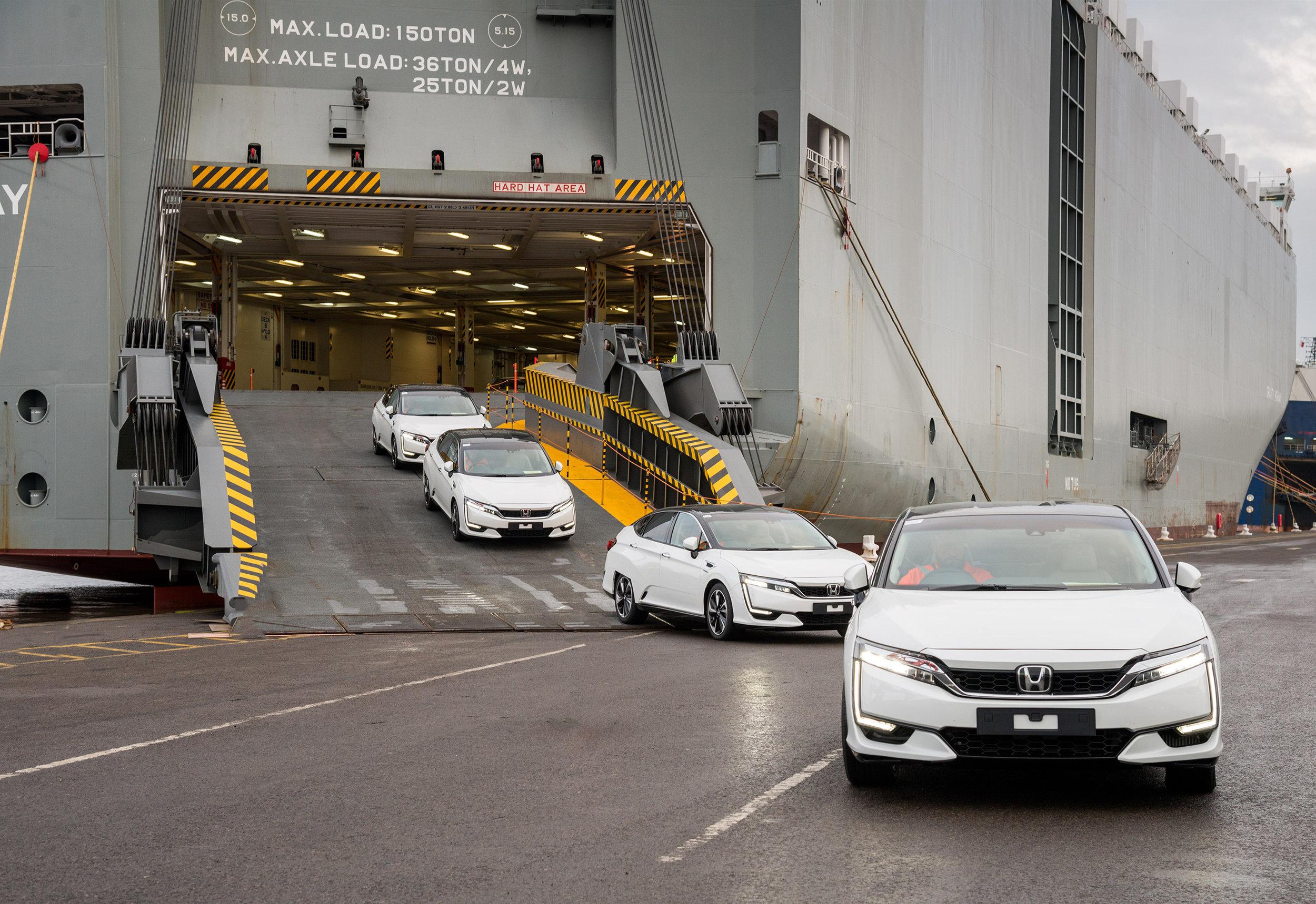 102256honda_100084_First_Honda_Clarity_Fuel_Cell_Arrives_in_Europe.jpg