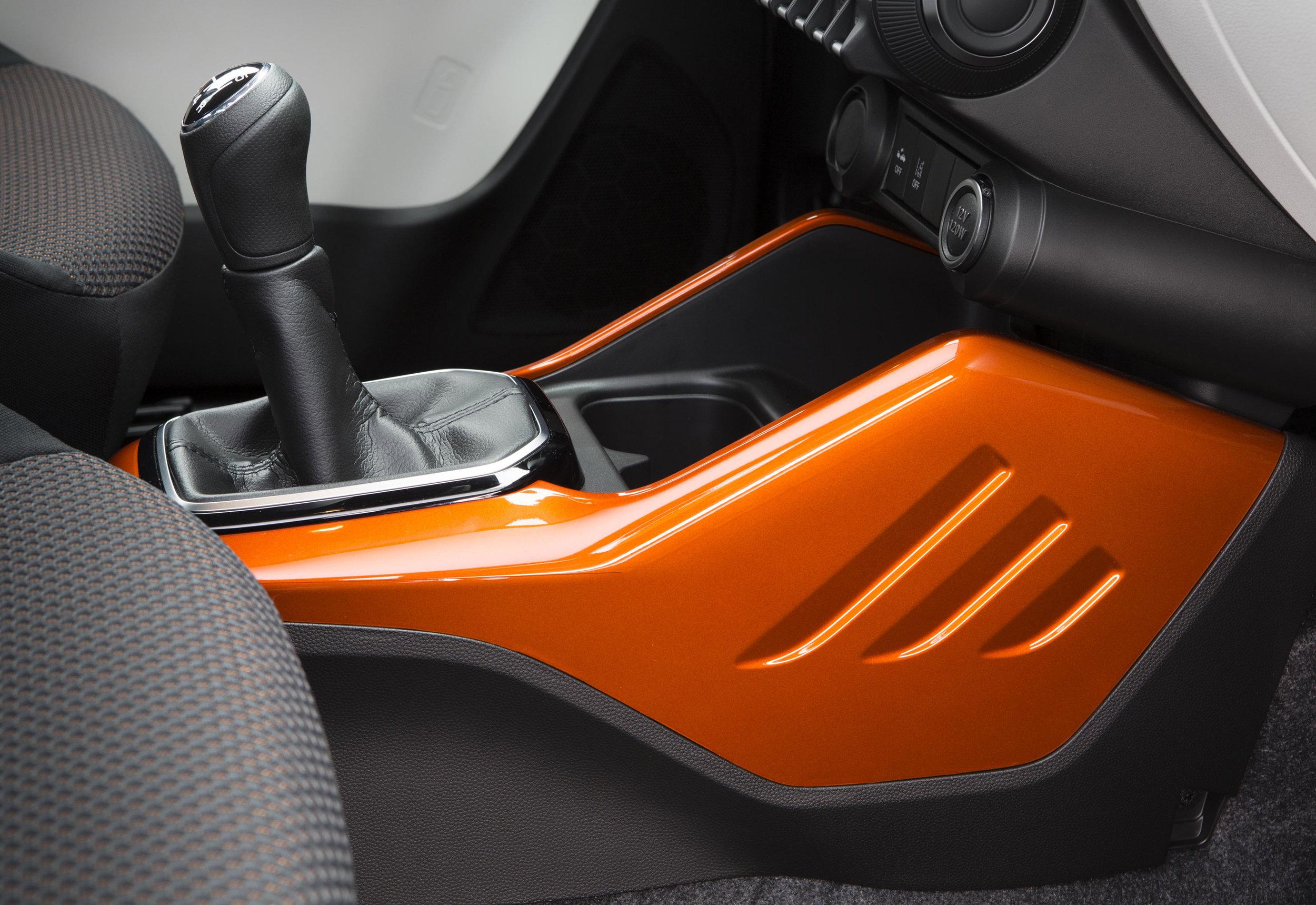 Interior---Gear-Stick.jpg