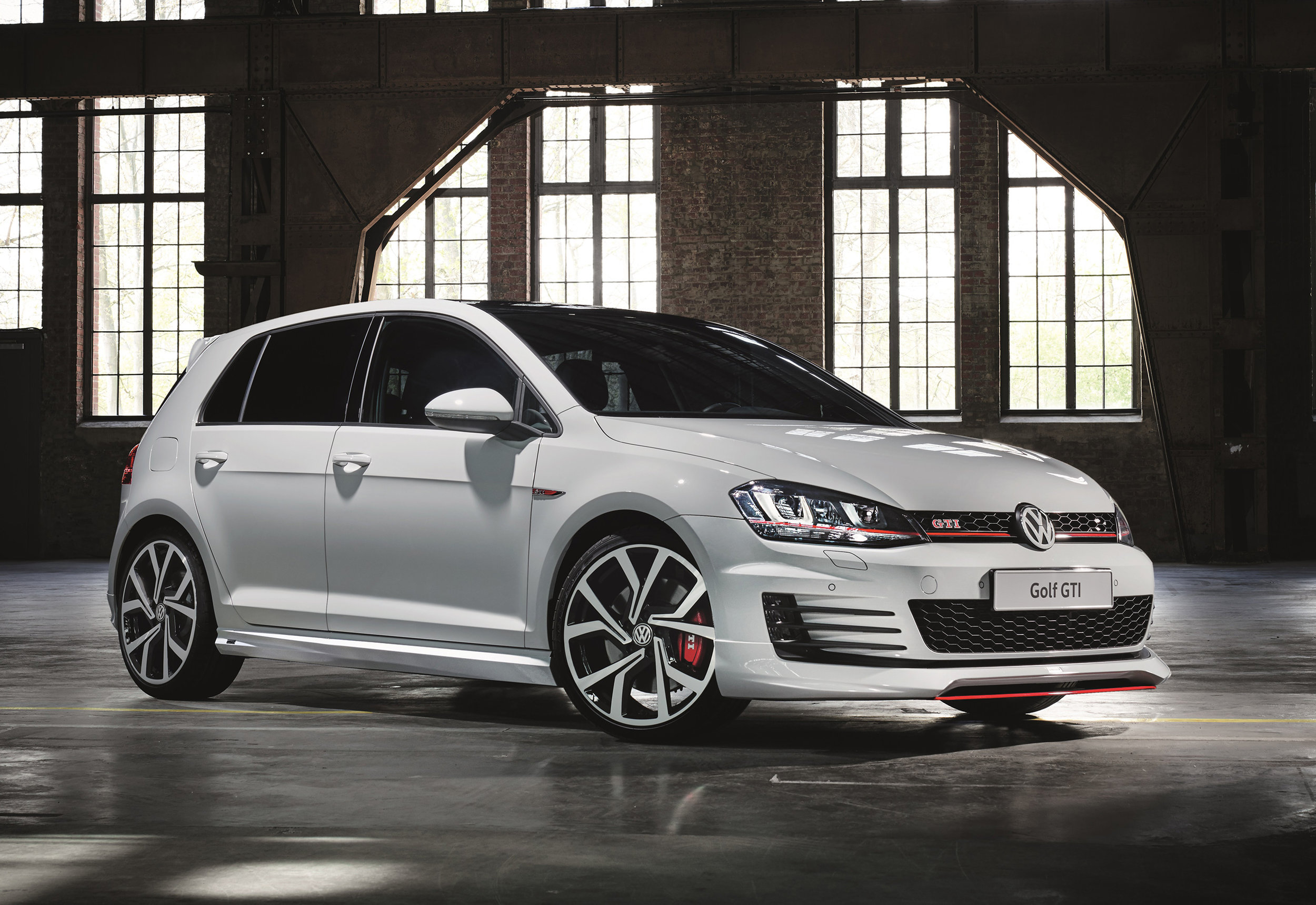 Volkswagen-Performance-Golfs-and-Oettinger-GTI-front.jpg