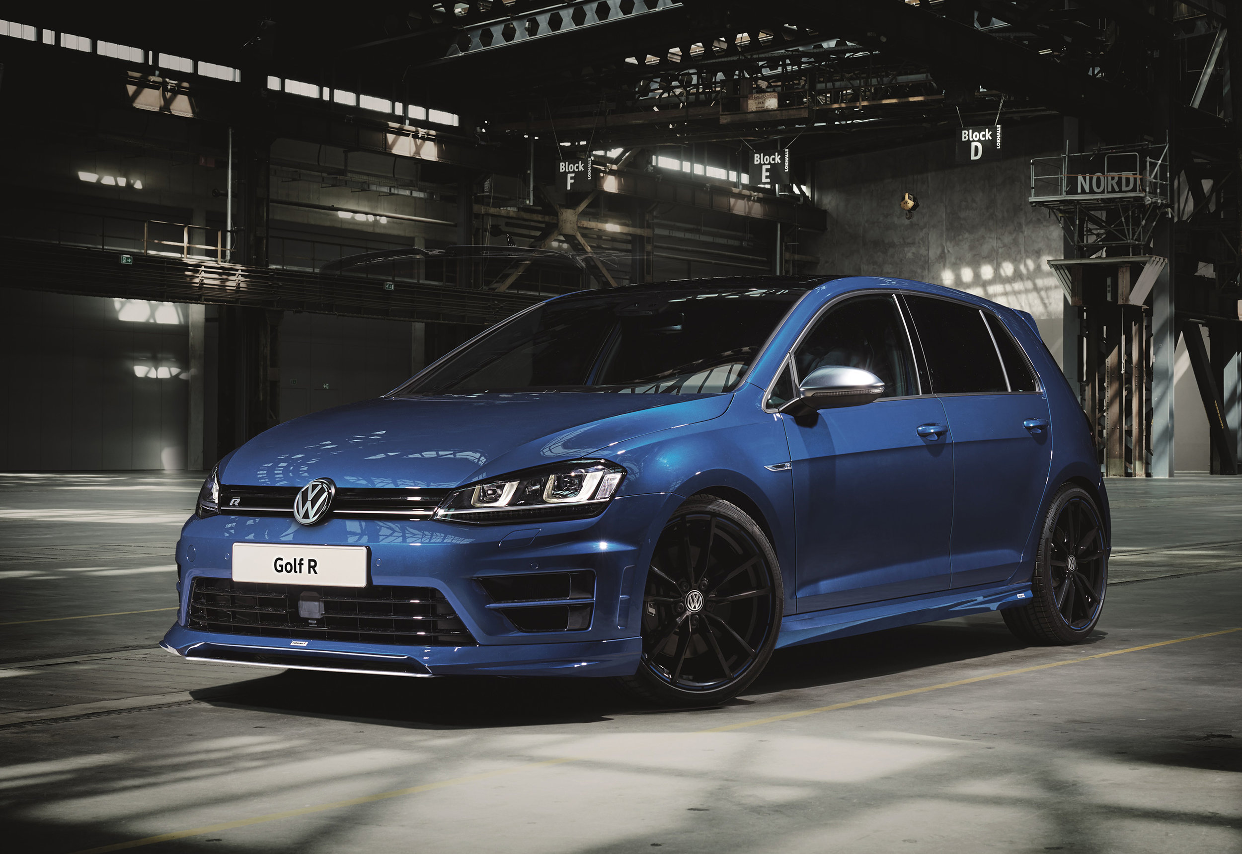 Volkswagen-Performance-Golfs-and-Oettinger-R-front.jpg