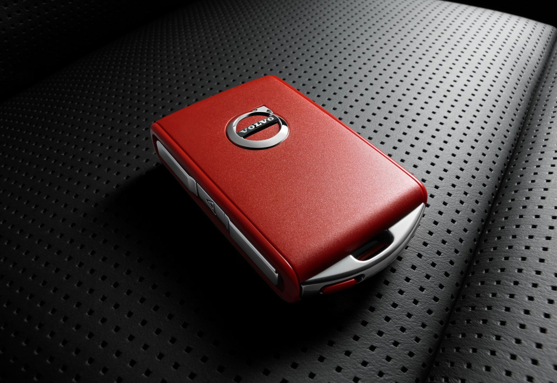 201883_Volvo_Cars_new_Red_Key_means_your_car_is_always_in_safe_hands.jpg