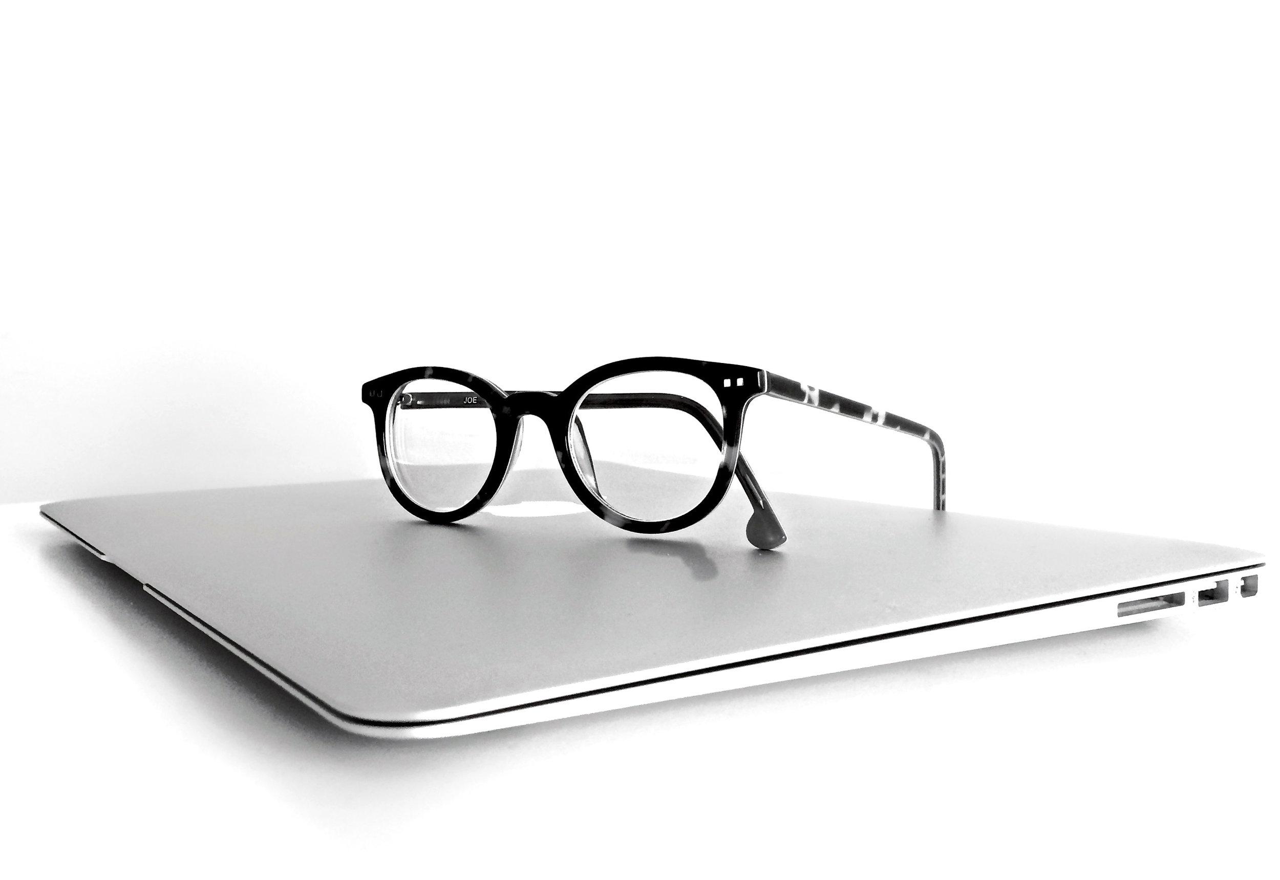 macbook-laptop-computer-technology-159417.jpg