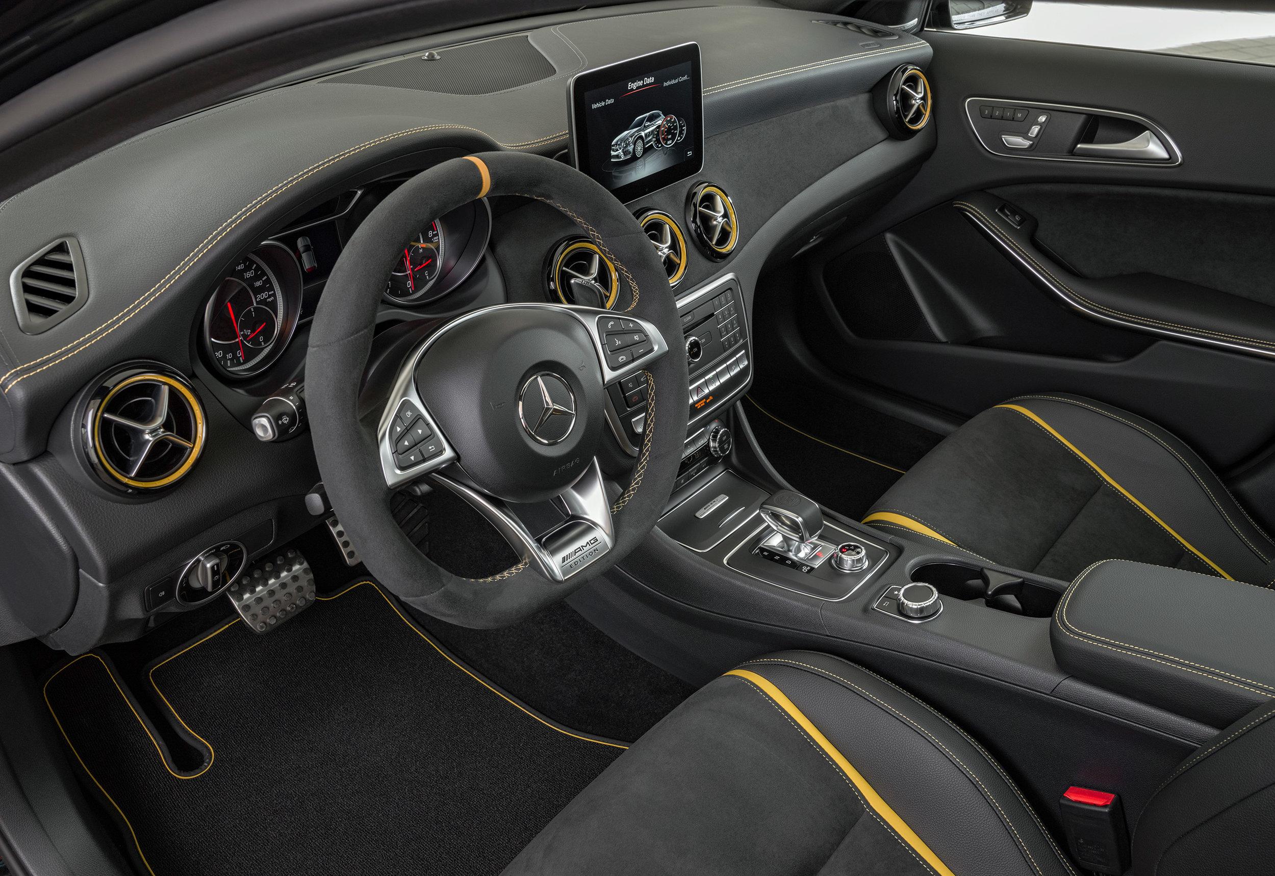 Mercedes-AMG-GLA-45-Yellow-Night-Edition-int.jpg