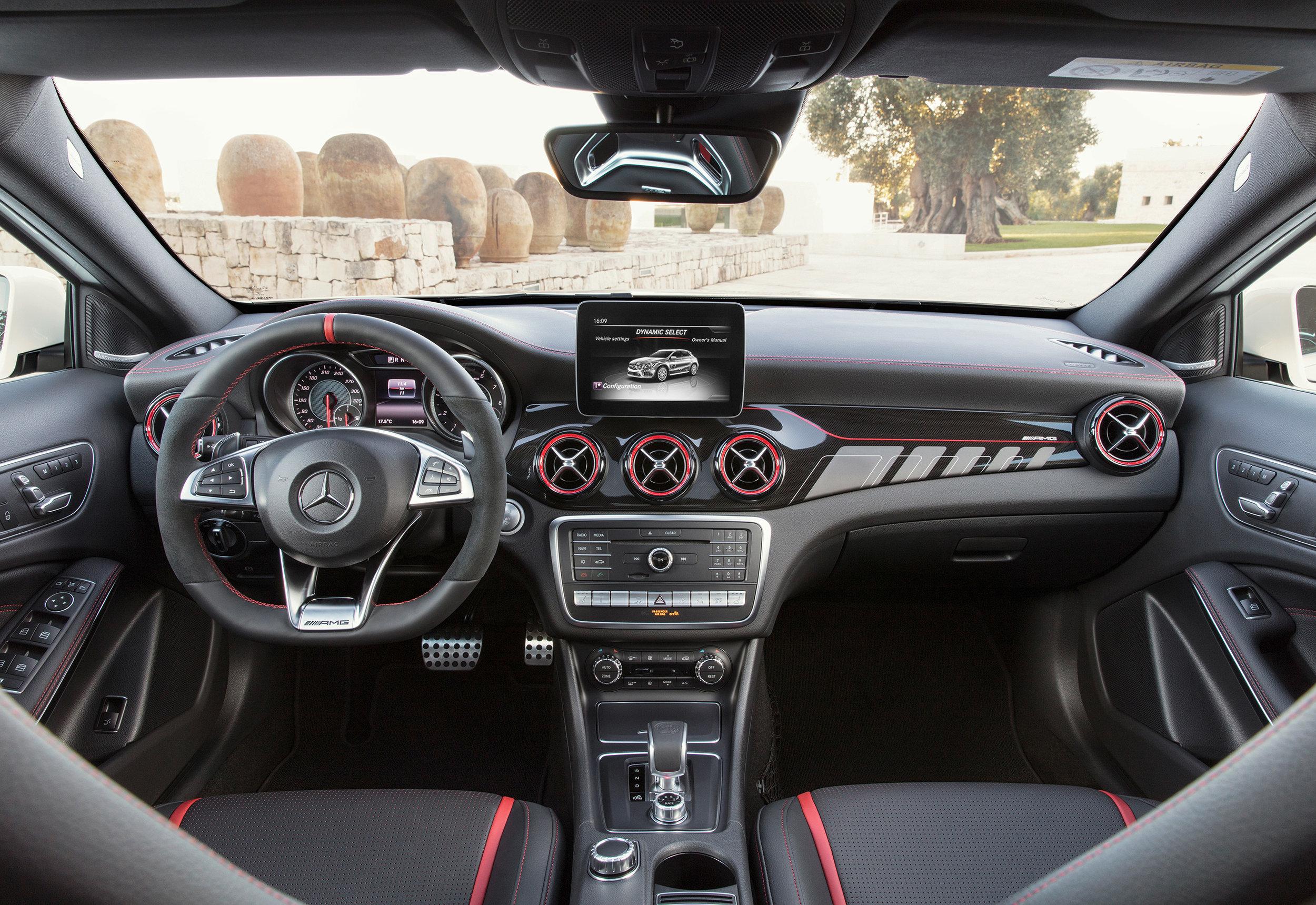 Mercedes-AMG-GLA-45-int.jpg