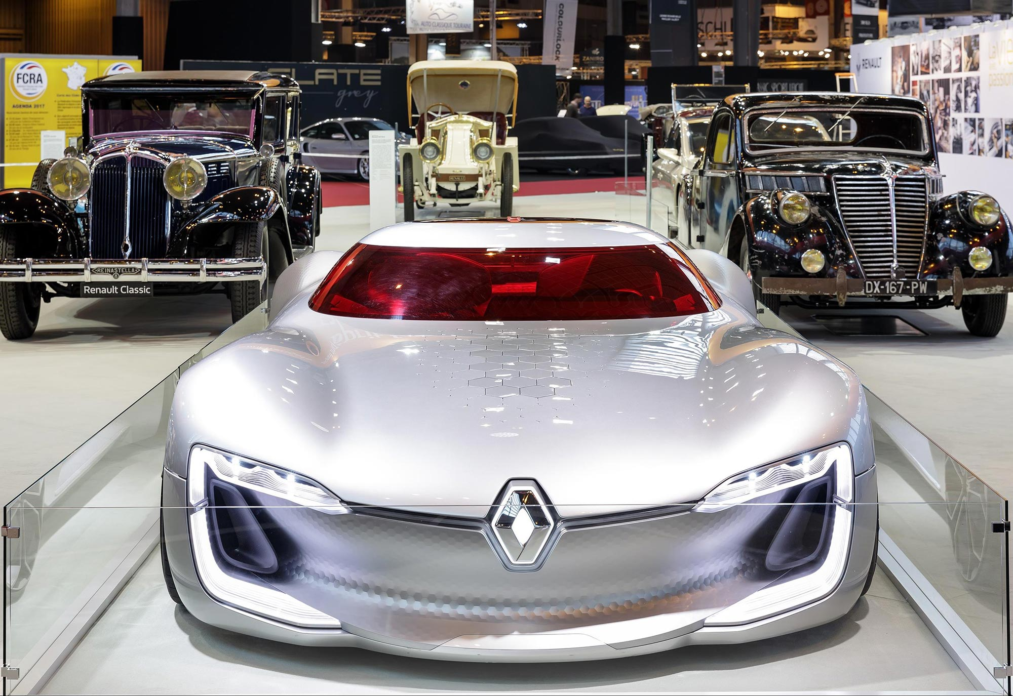 Renault_TreZor_concept_2016_at_Retromobile_2017_(2).jpg