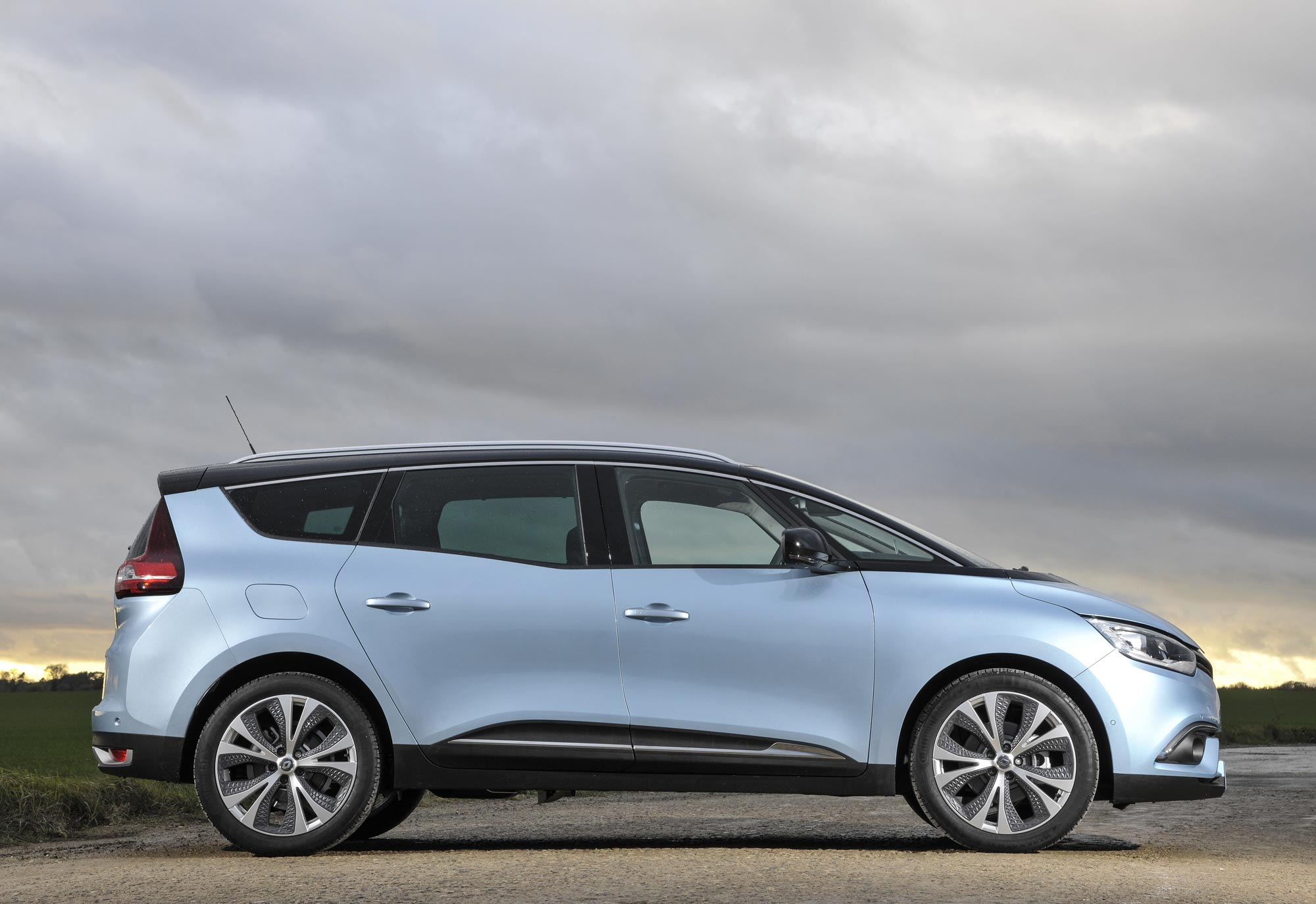 All-New-Renault-Grand-Scénic-Dynamique-S-dCi-130-(10).jpg