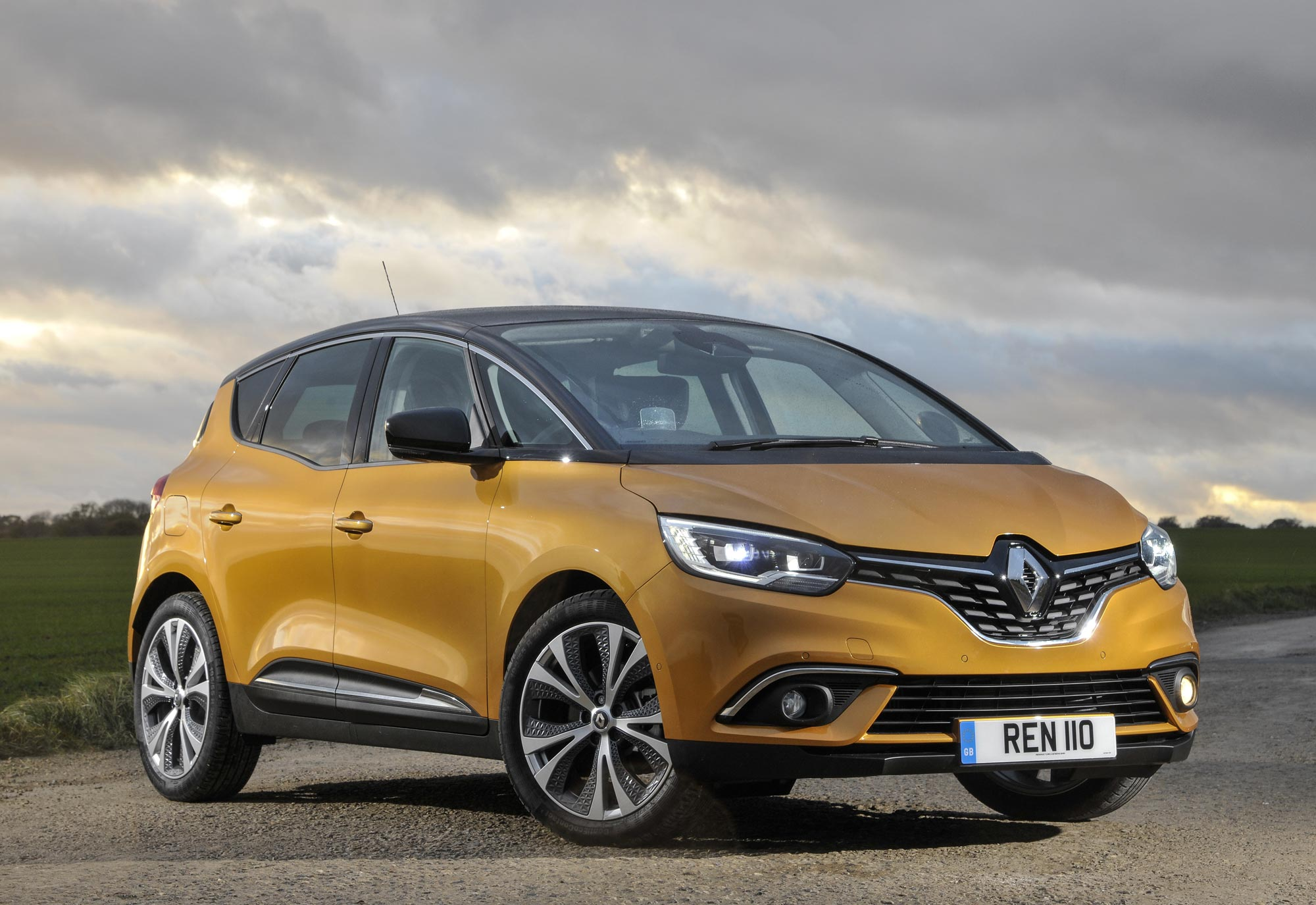 All-New-Renault-Scénic-Dynamique-S-dCi-110-(11).jpg