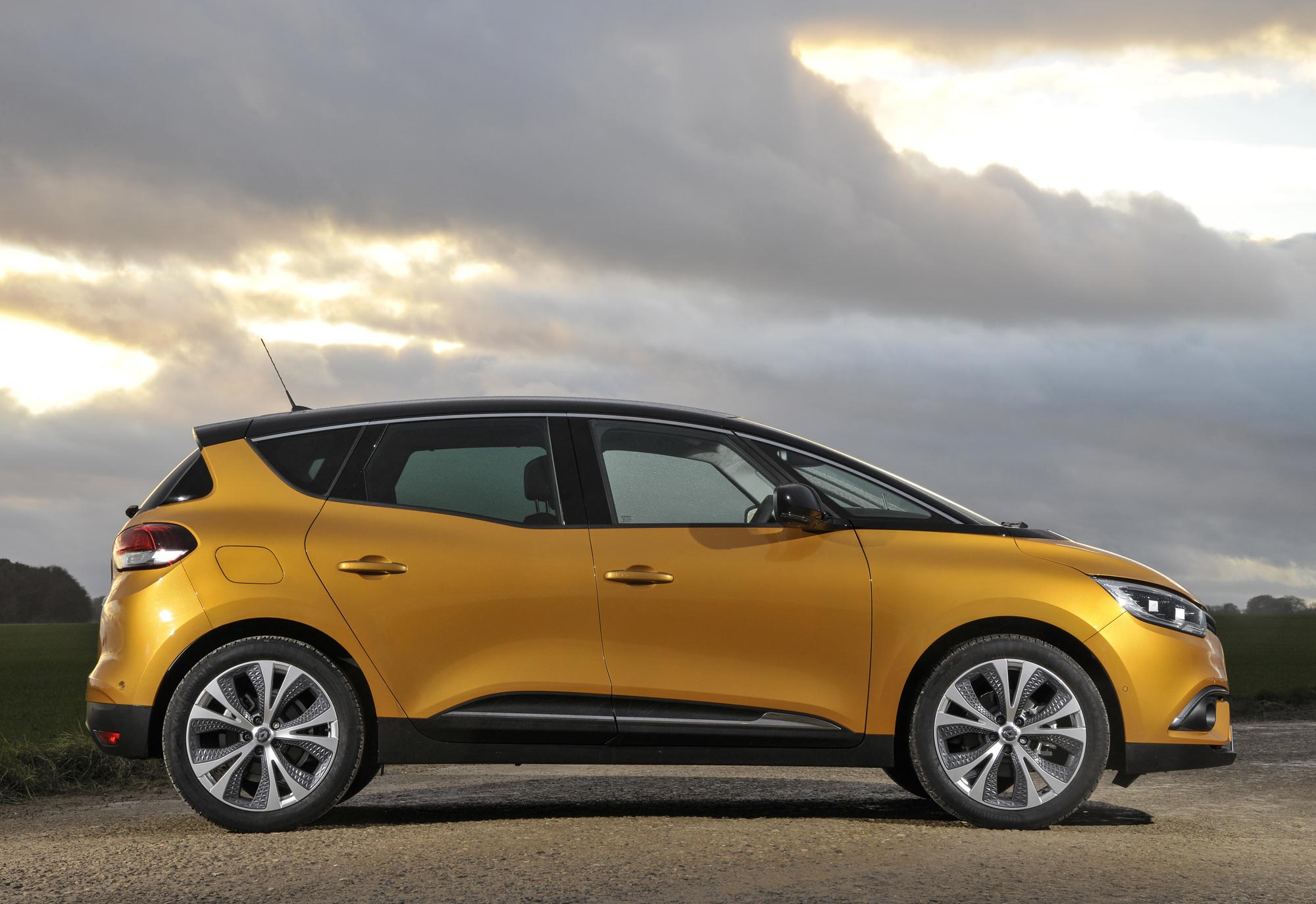 All-New-Renault-Scénic-Dynamique-S-dCi-110-(13).jpg