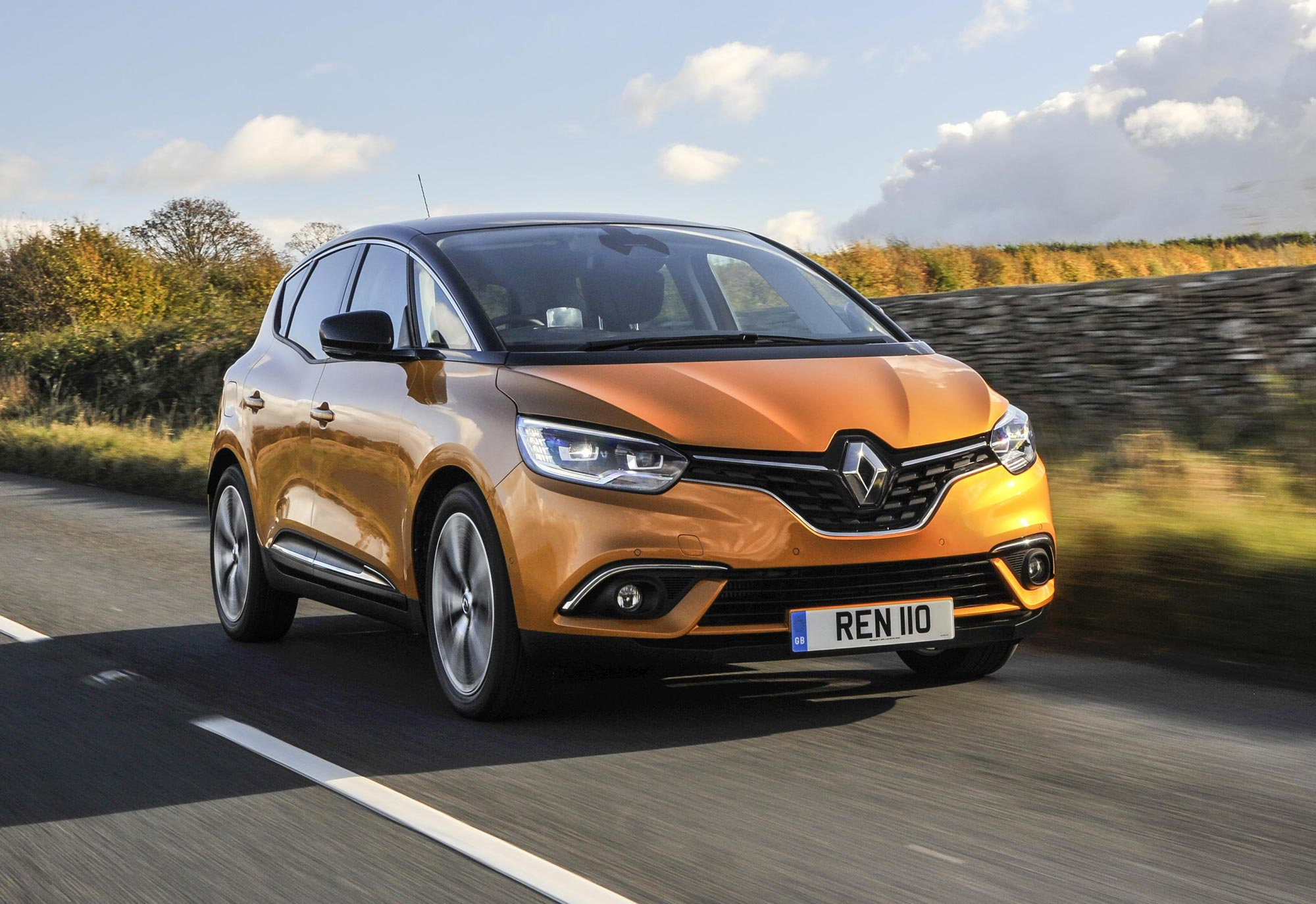 Renault_announce_new_retail_offers_for_April_(4).jpg