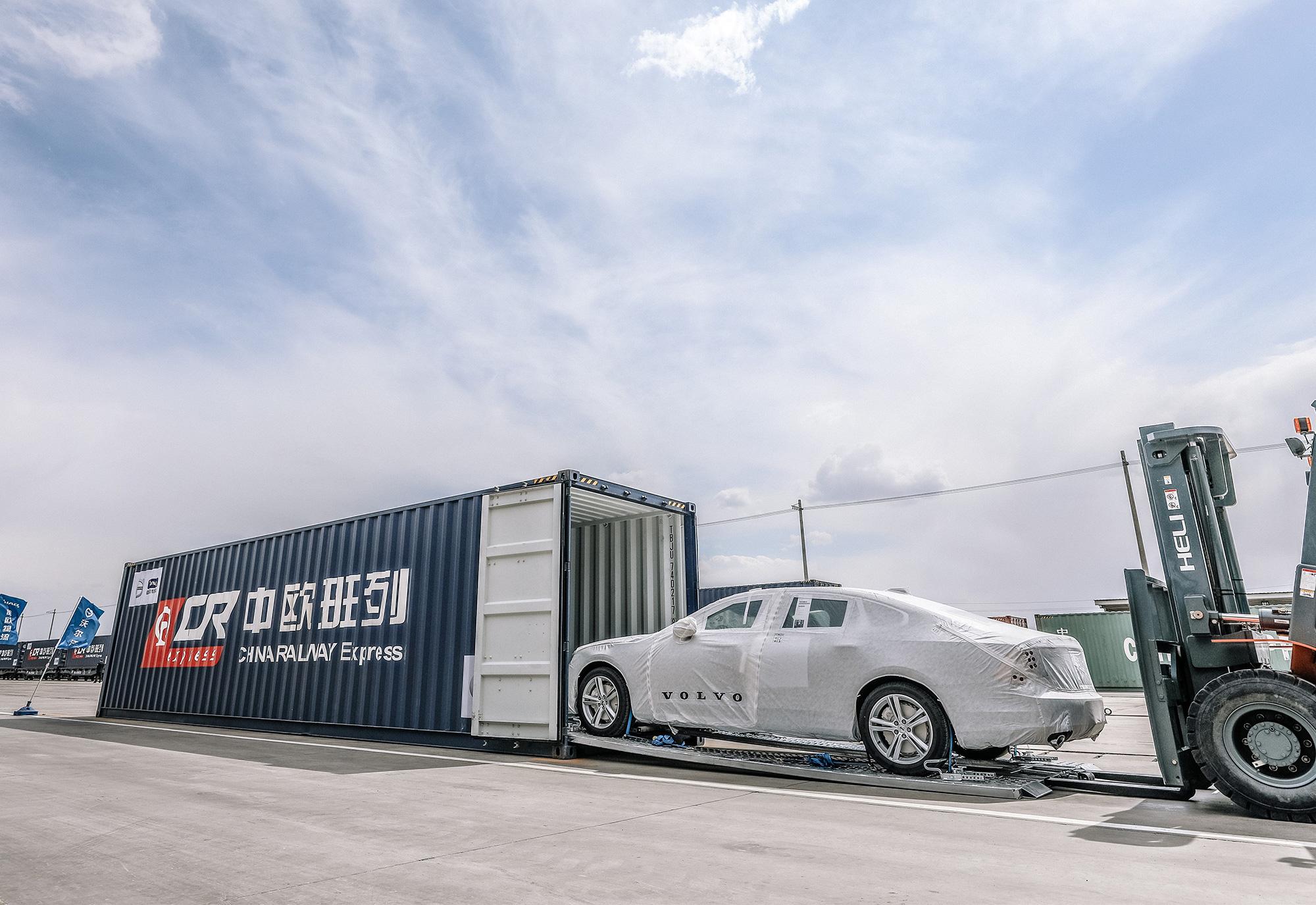 208623_First_China_built_Volvo_S90_sedans_arrive_in_Europe_via_ground_breaking.jpg