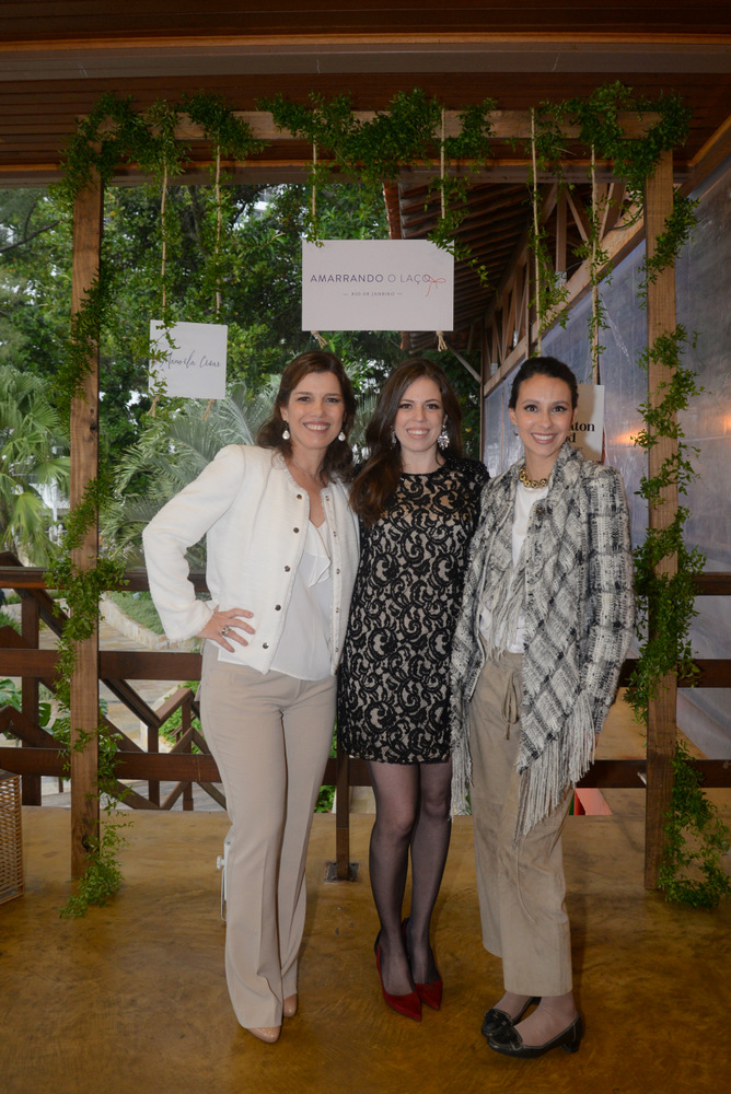 Carla e Maria com a blogueira Manoela Cesar, do blog colher de cha noivas