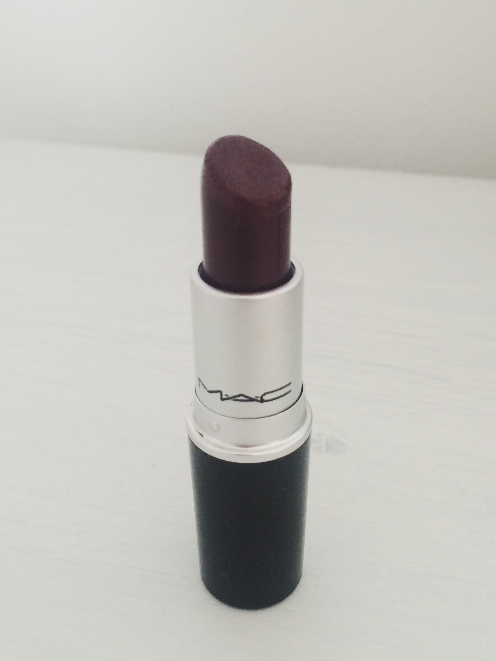 This lipstick looks a lot darker in the packaging than on the lips, in reality it's a deep berry tone that gives a you a more vampy look. Great for nights out, but because it's a Cremesheen formula, I find that it wears off a bit quicker than the other ones and it's a little shinier.