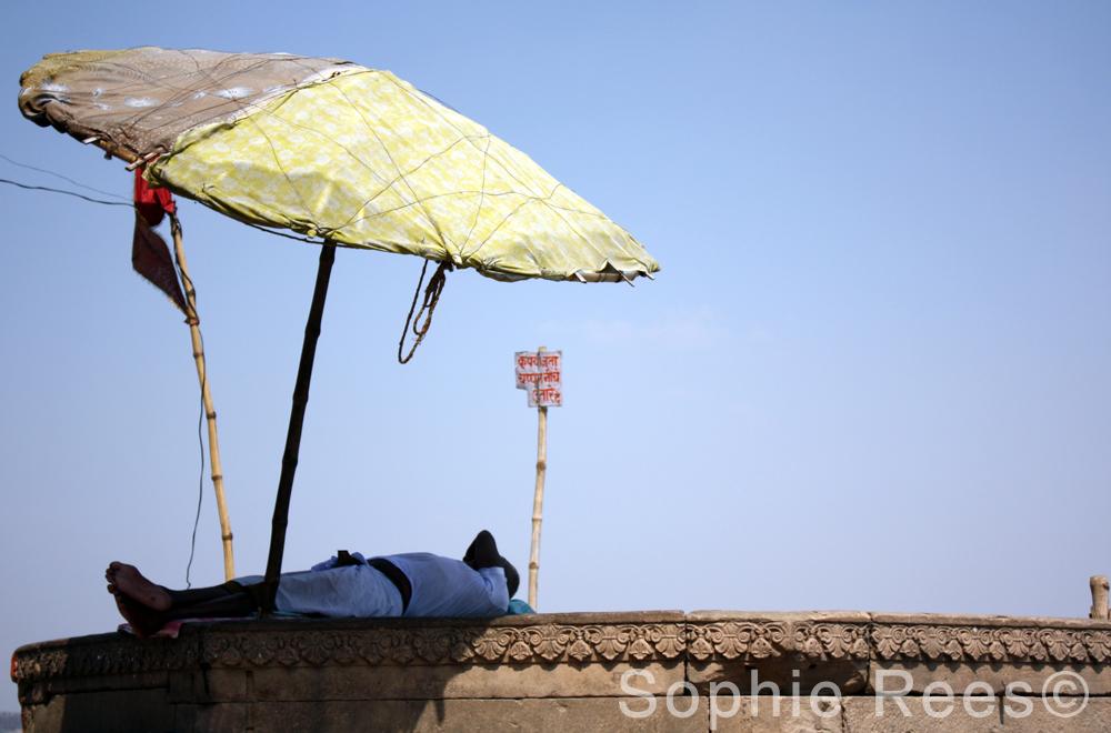 Take shelter, Varanassi, 2013