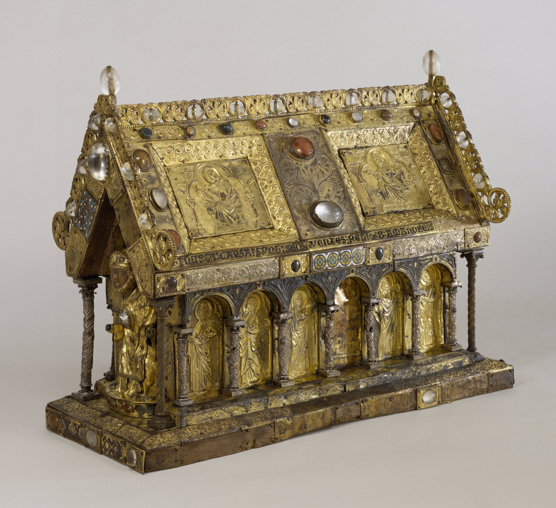 Flemish_-_Shrine_of_Saint_Amandus_-_Walters_539_-_Three_Quarter.jpg