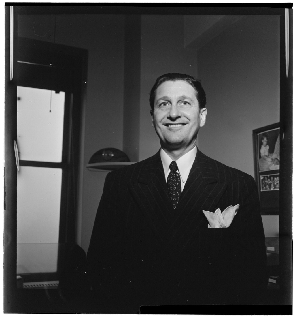 (Portrait_of_Lawrence_Welk,_Down_Beat_office,_New_York,_N.Y.,_between_1946_and_1948)_(LOC)_(5148807828).jpg